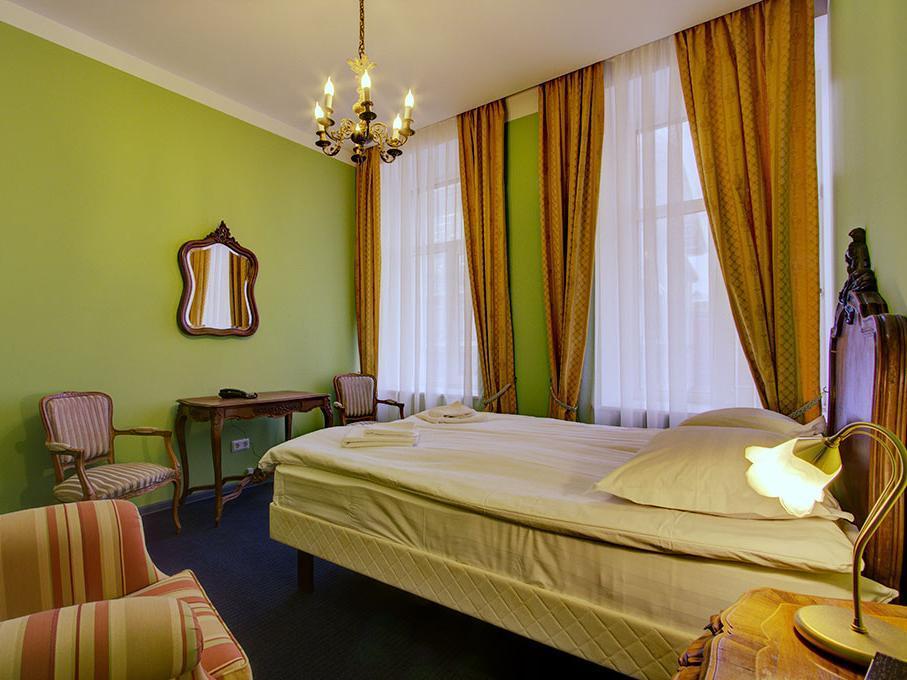 Acme Hotel On Marata