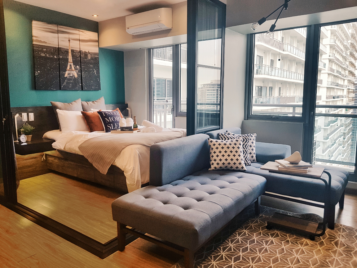 Spacious Bedroom Deluxe With Balcony Near Rockwell