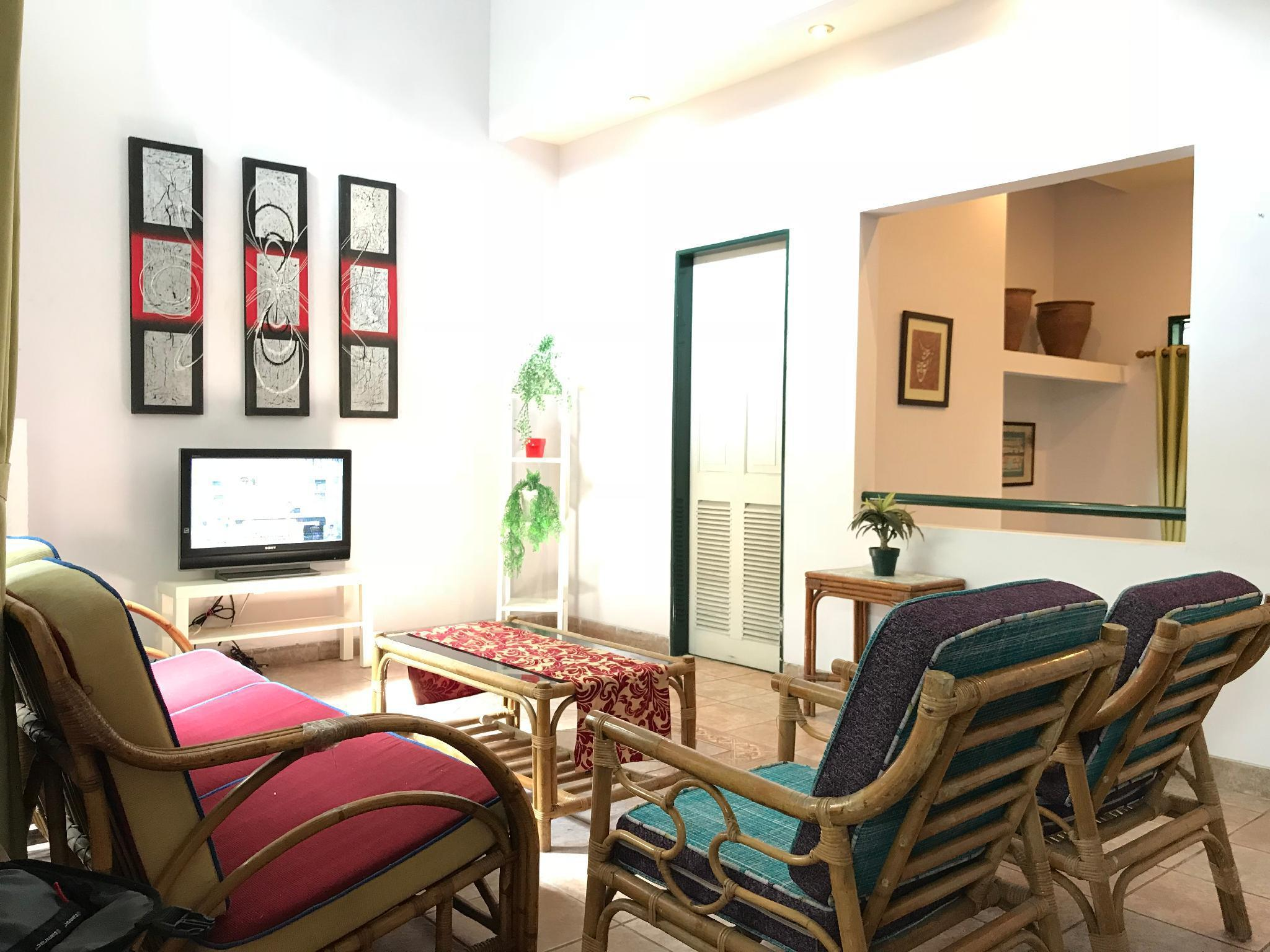 3 BR House in Pasteur near toll gate & the airport