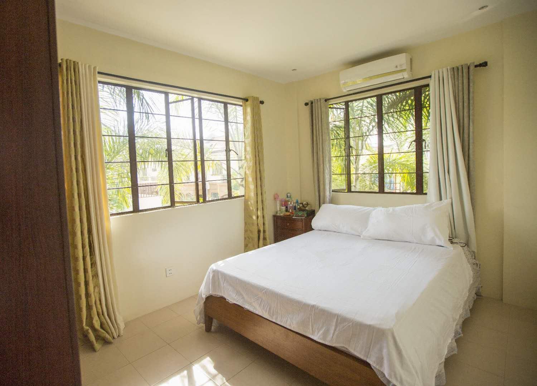 Xixili JoeandFlo Queen Size Bed Room 4  BIG Bed