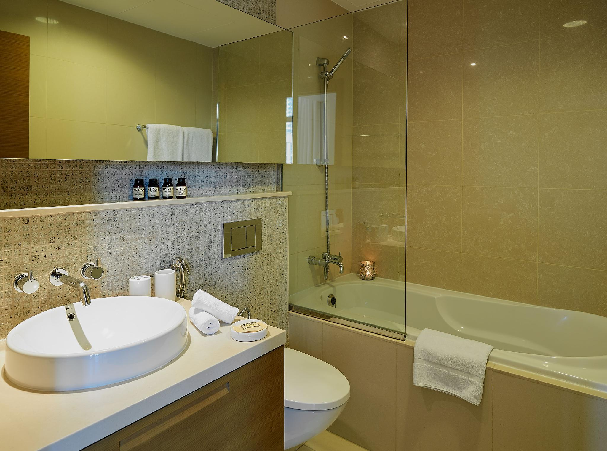 Dream Inn   2BR Apartment With Terrace In Downtown