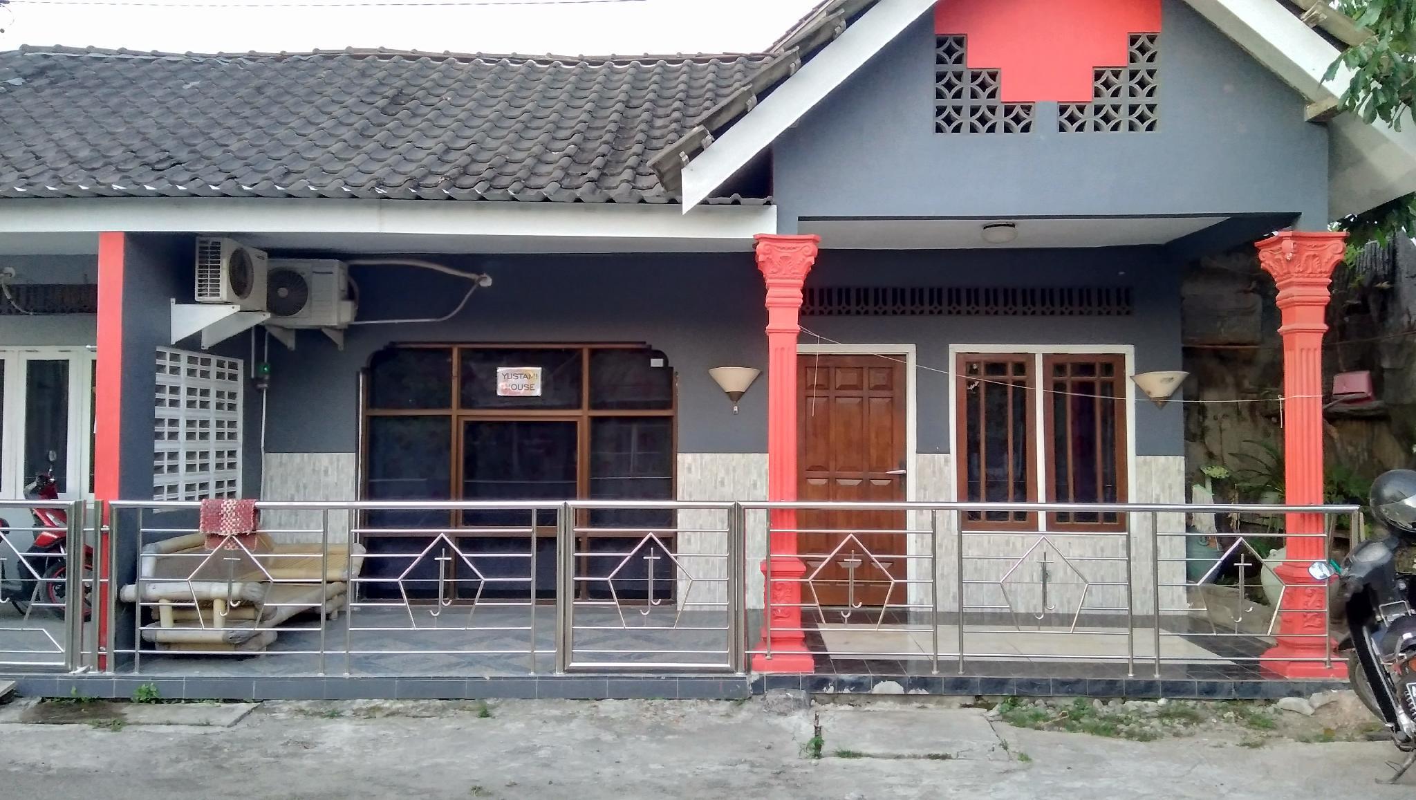 Rumah Kecil Tepi Sawah Jogja