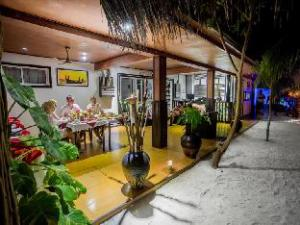 马富士赤道海滩旅馆 (Equator Beach Inn at Maafushi)