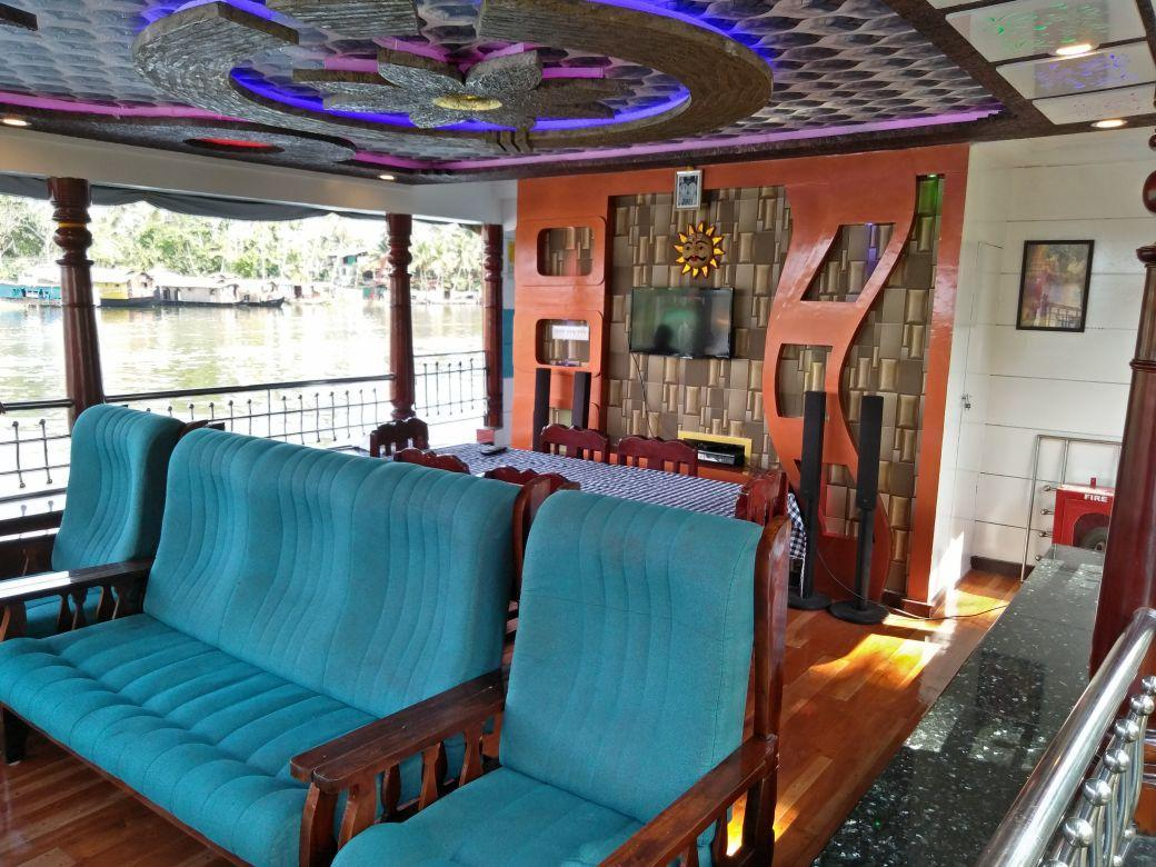 Vaishnav Houseboat