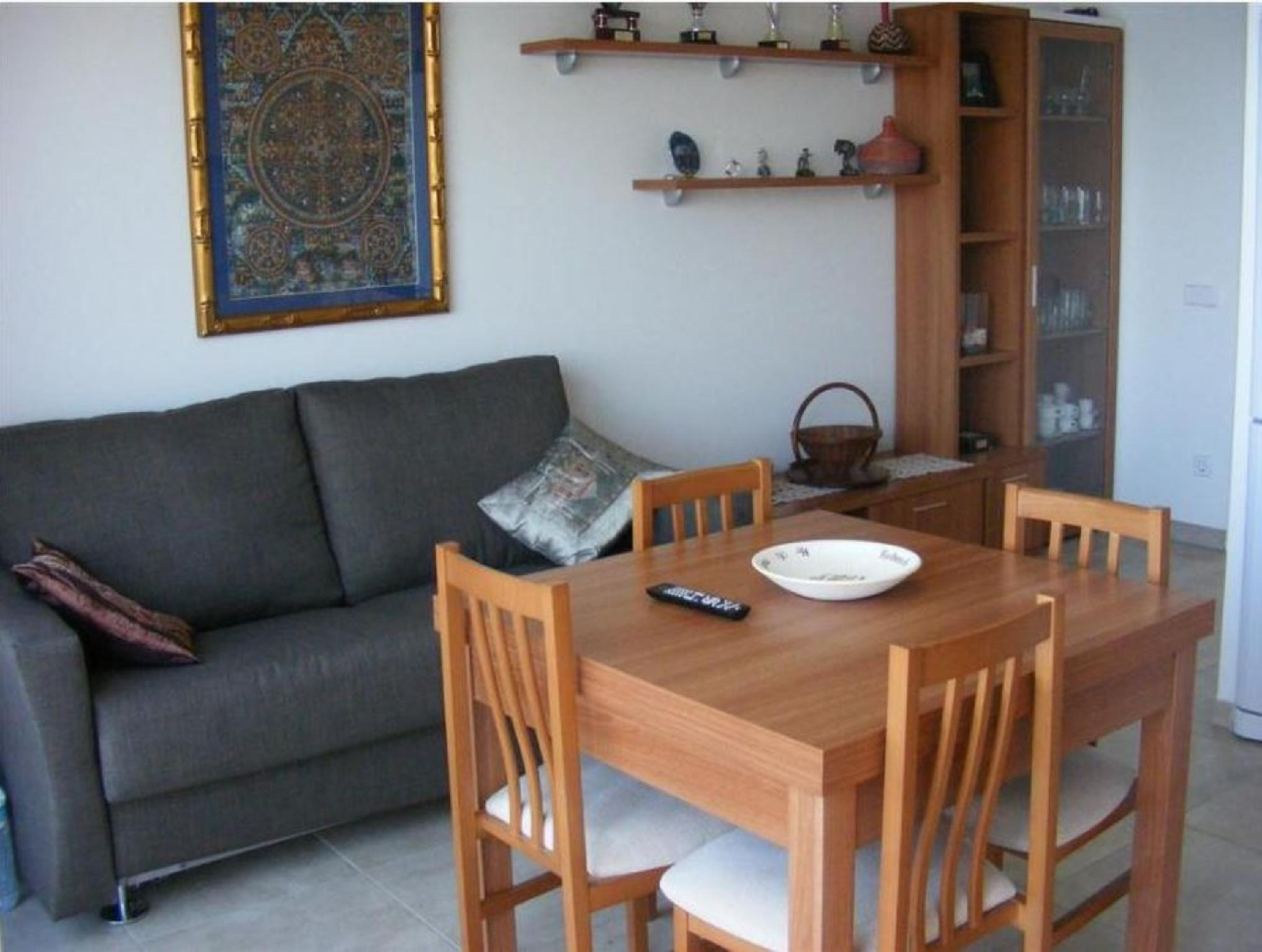 103477   Apartment In Llan��