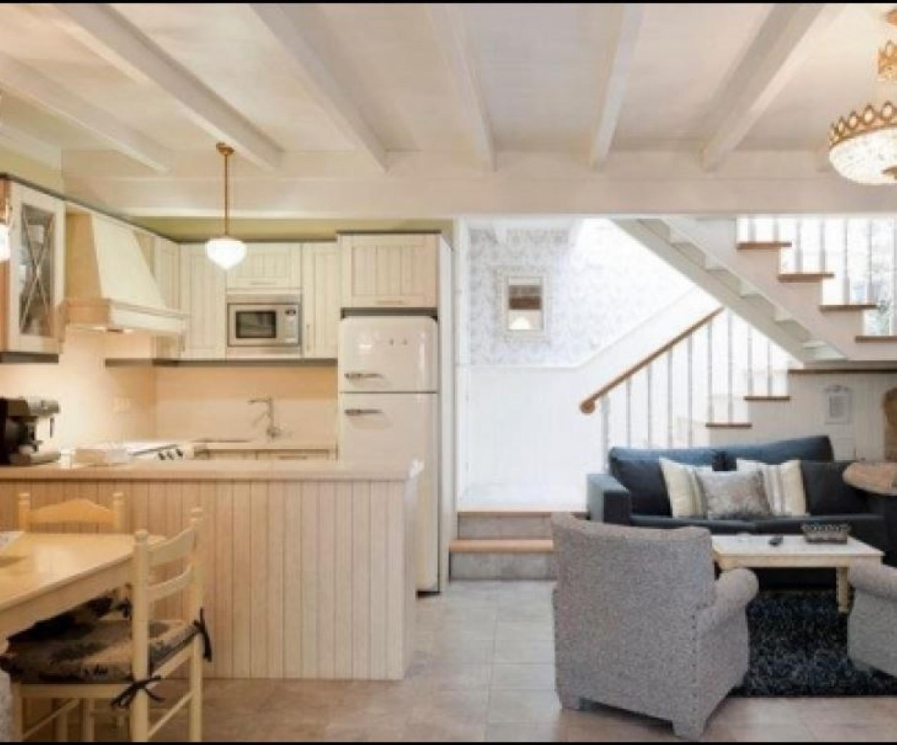 102550   House In Corcubi�n