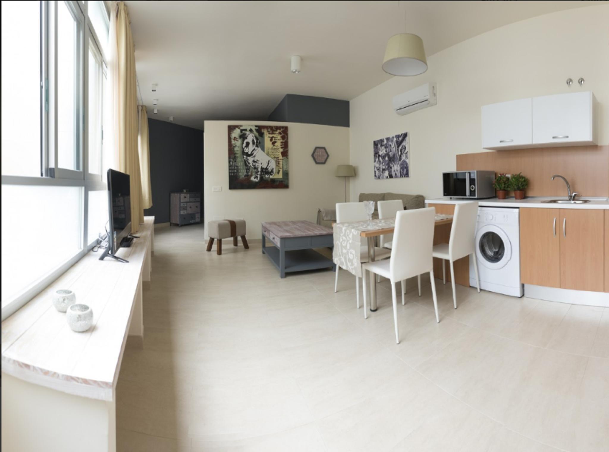 105930   Apartment In M�laga