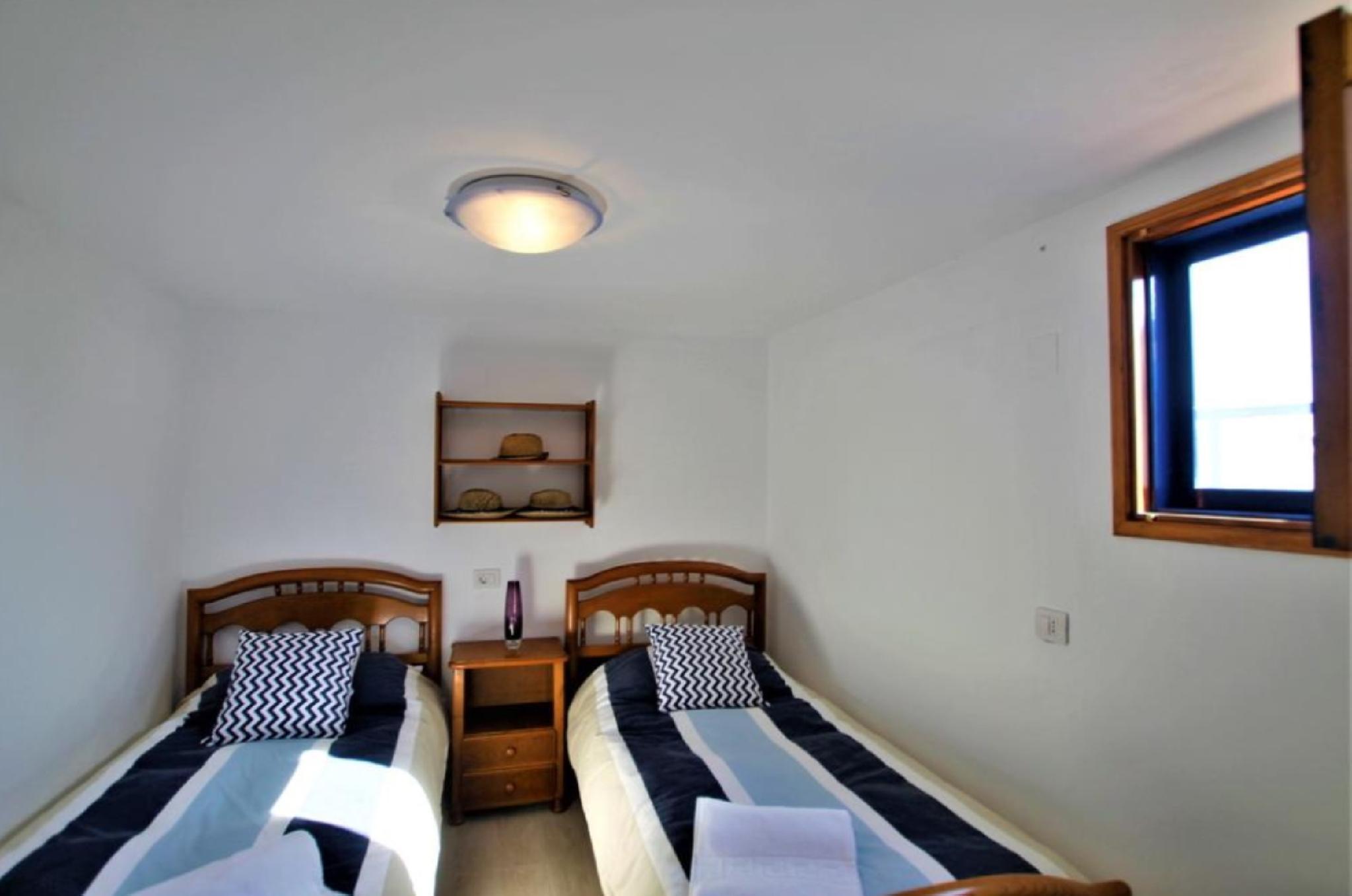 105072   House In La Santa