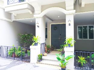 Lovely  Warm villa with swimming poo(HOME A) วิลลา 3 ห้องนอน 3 ห้องน้ำส่วนตัว ขนาด 280 ตร.ม. – สุขุมวิท
