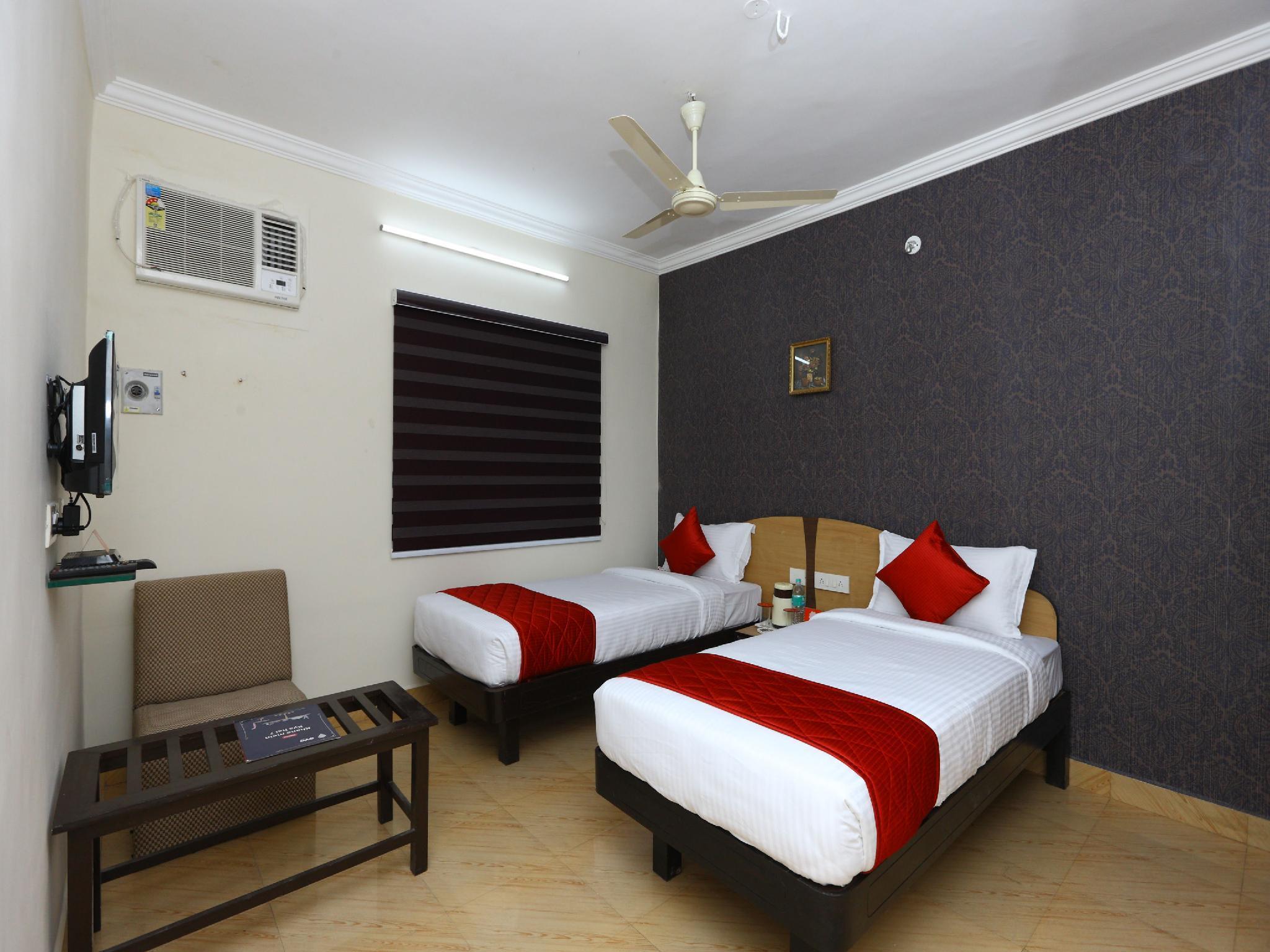 OYO 9372 Rich Inn