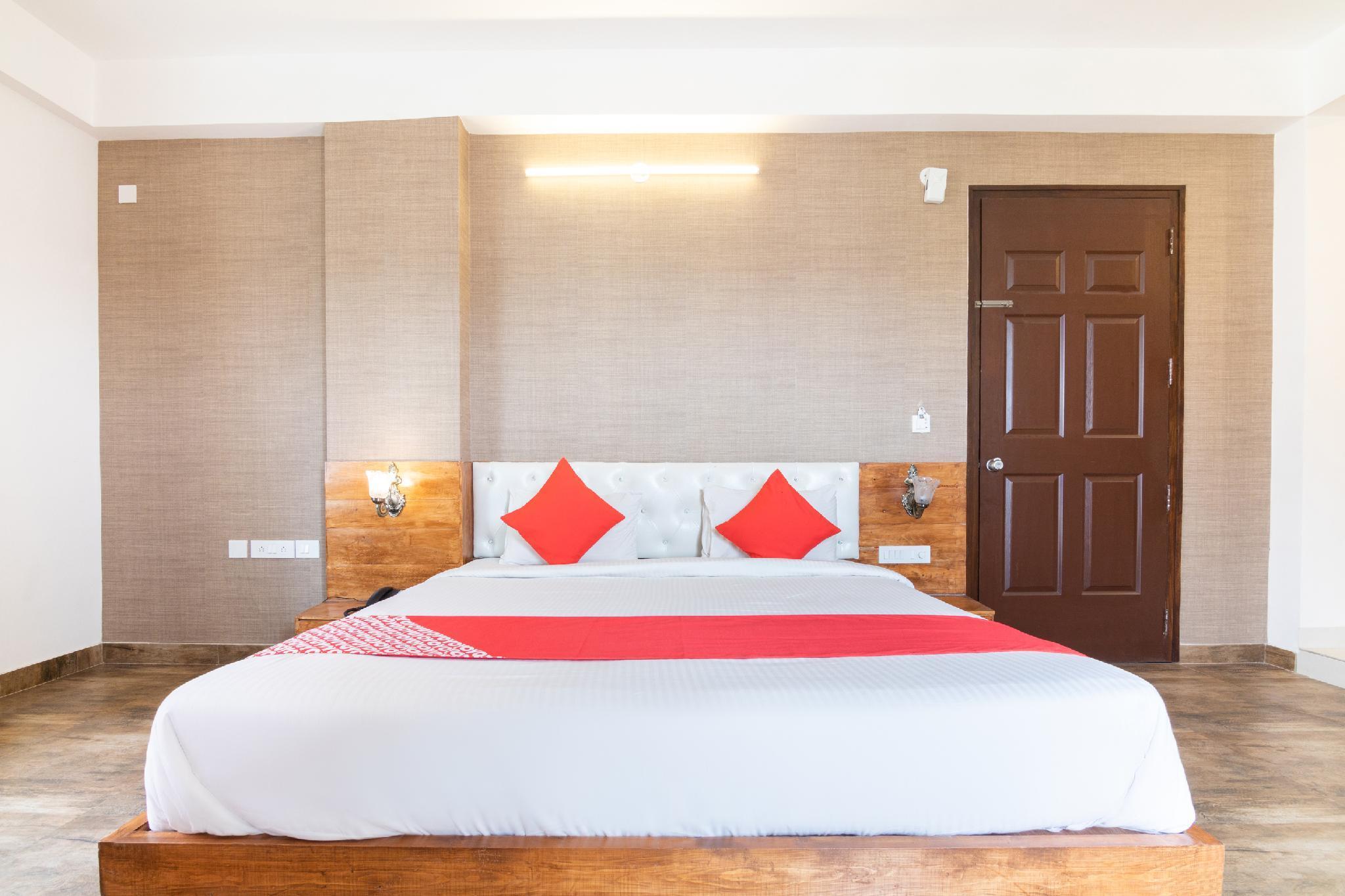 OYO 12045 Pinewood Premium Suites