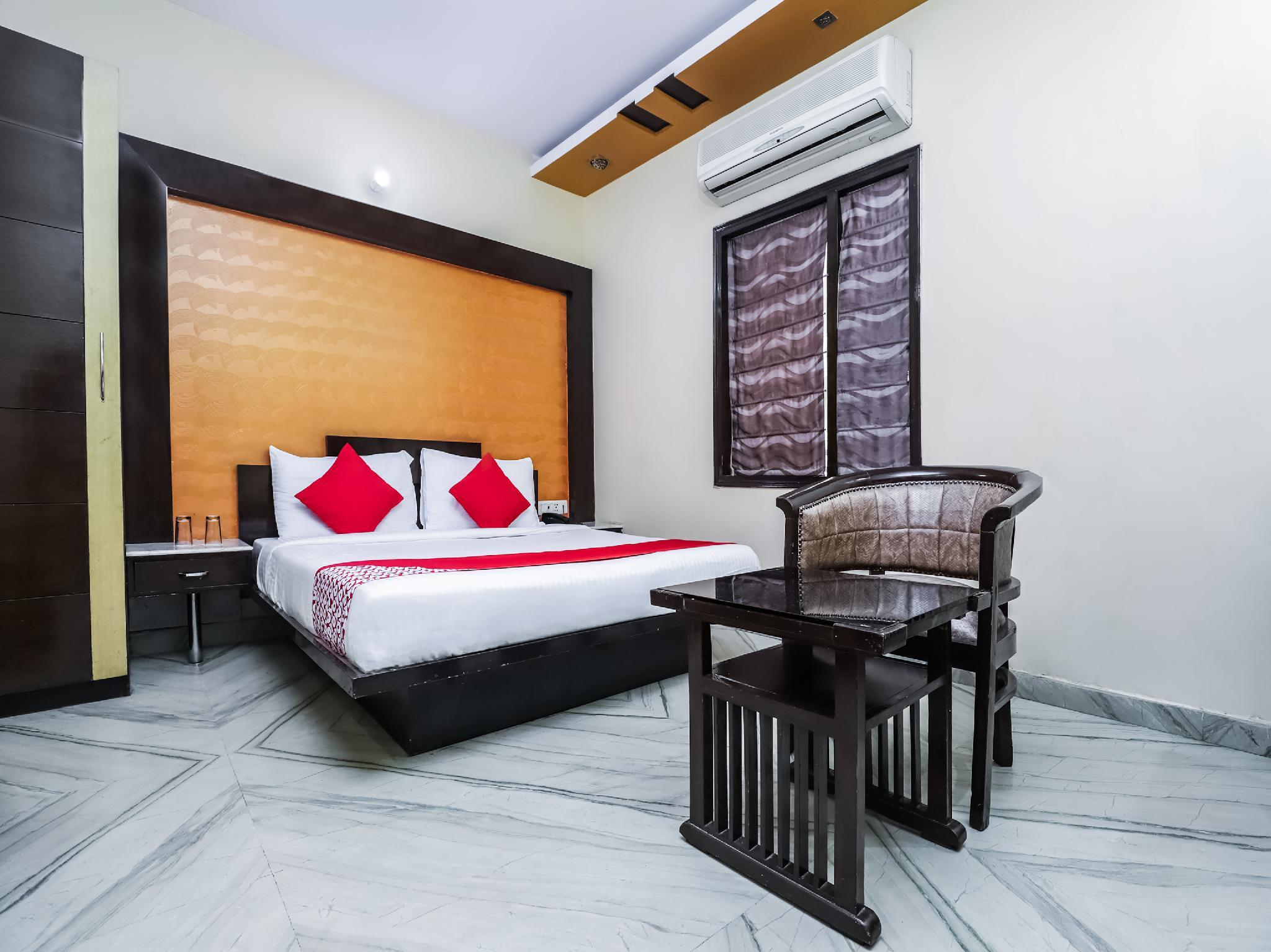 OYO 362 Hotel J P Inn
