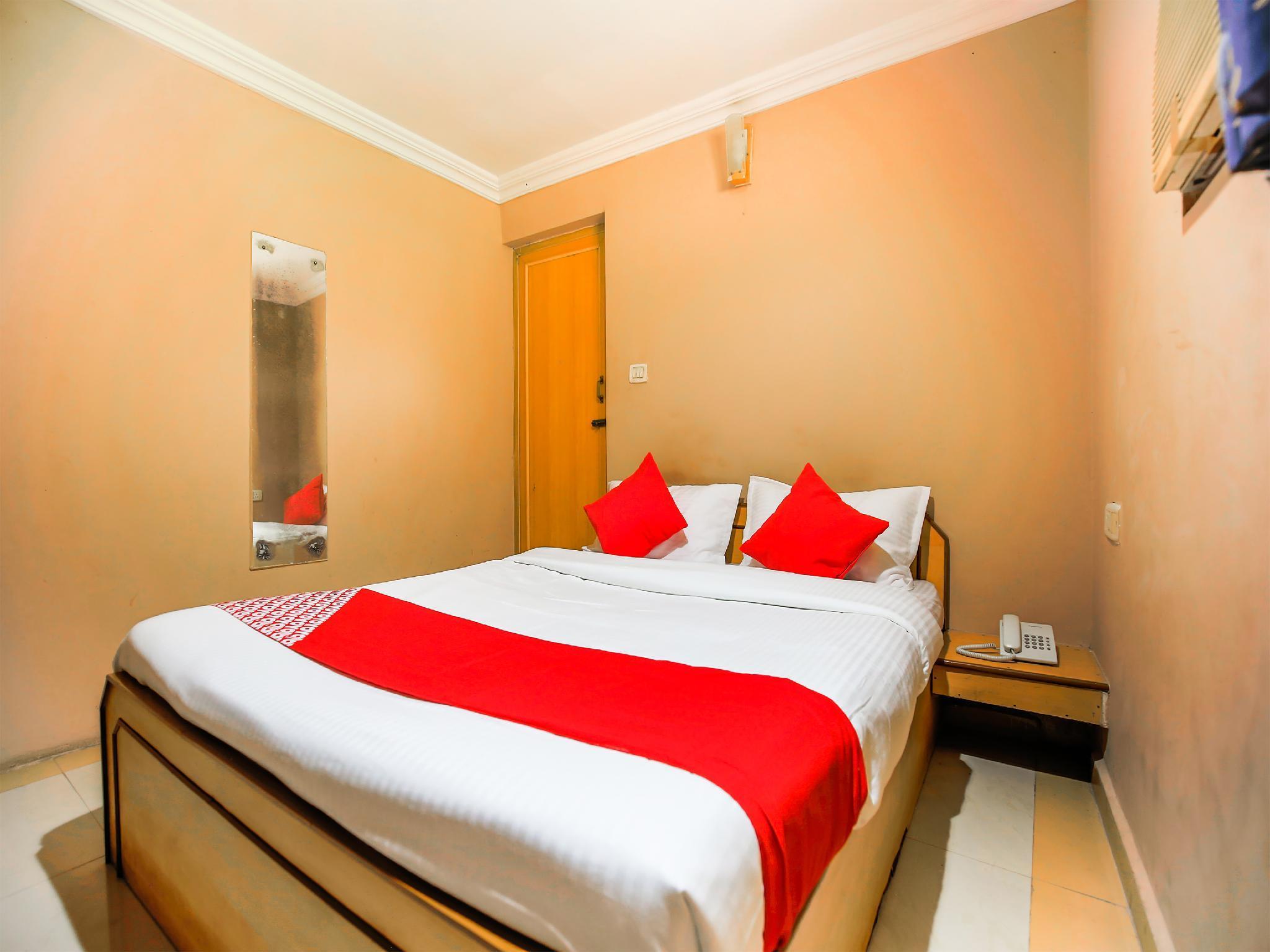 OYO 23068 Hotel Kamal Palace