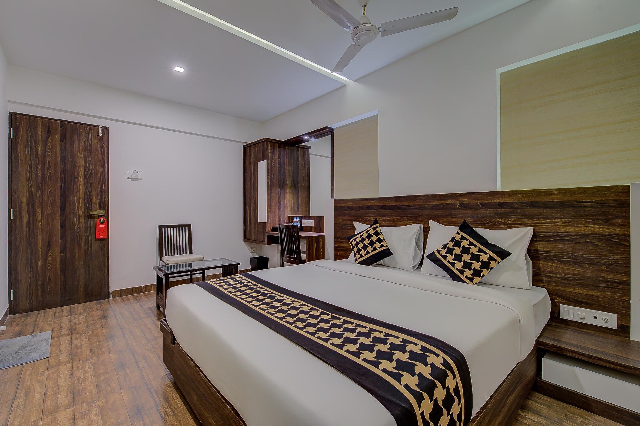 Collection O Premium 30007 Crown Inn Panvel