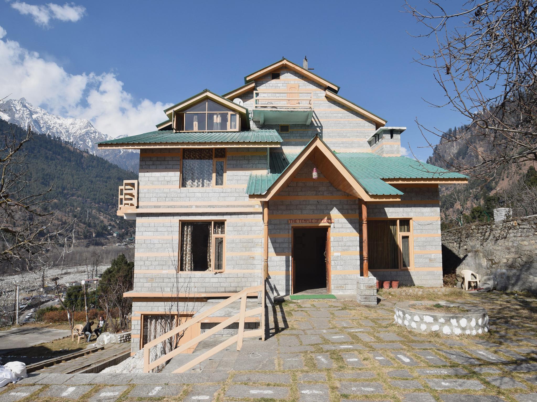 OYO 4782 Manzana Woodlet Cottage