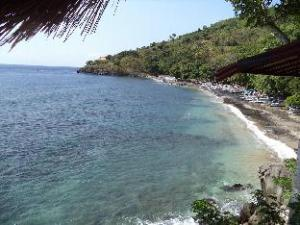 Imbuh Villa and Resto Amed