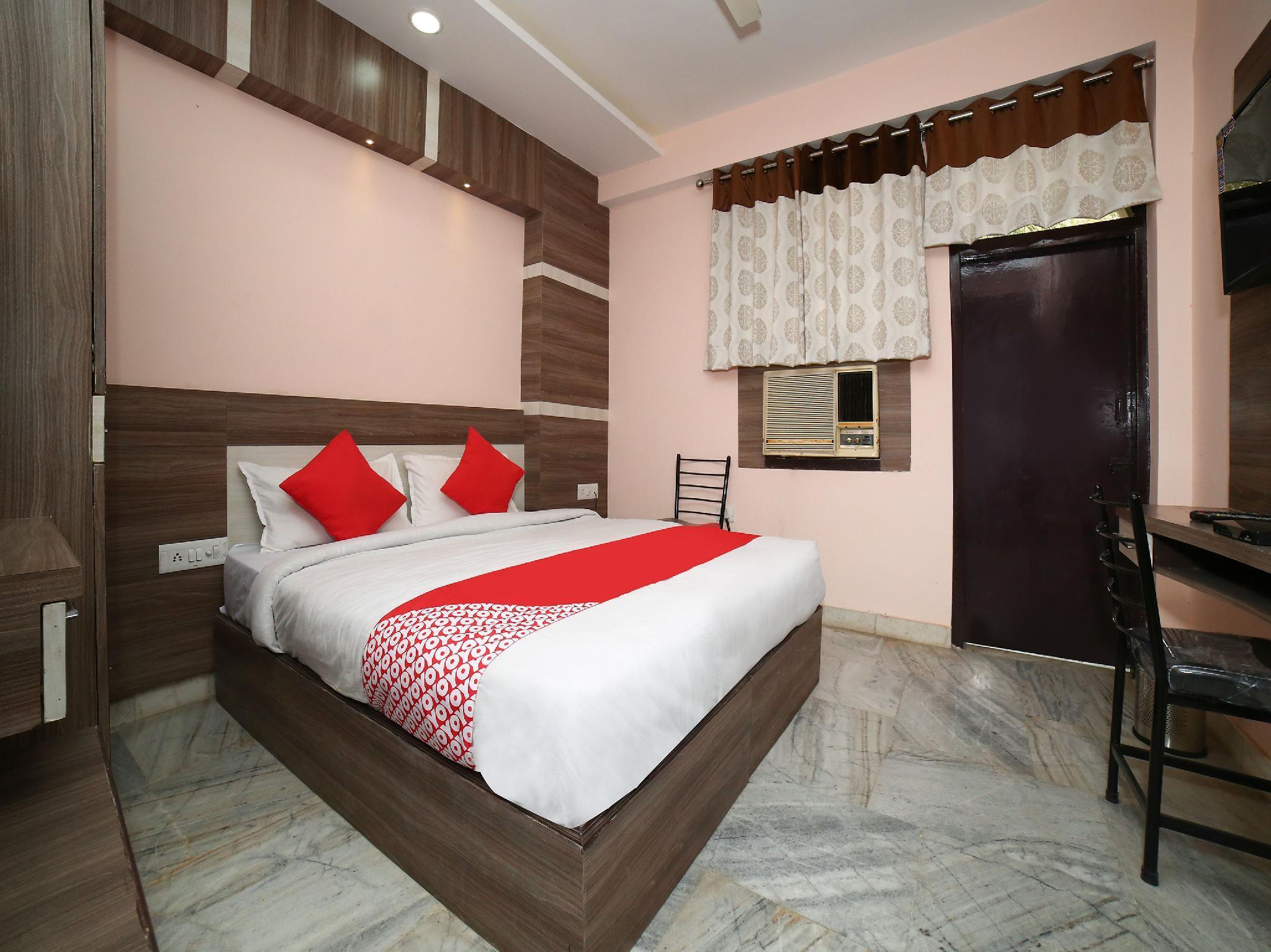 OYO 15512 Hotel Shivalaya