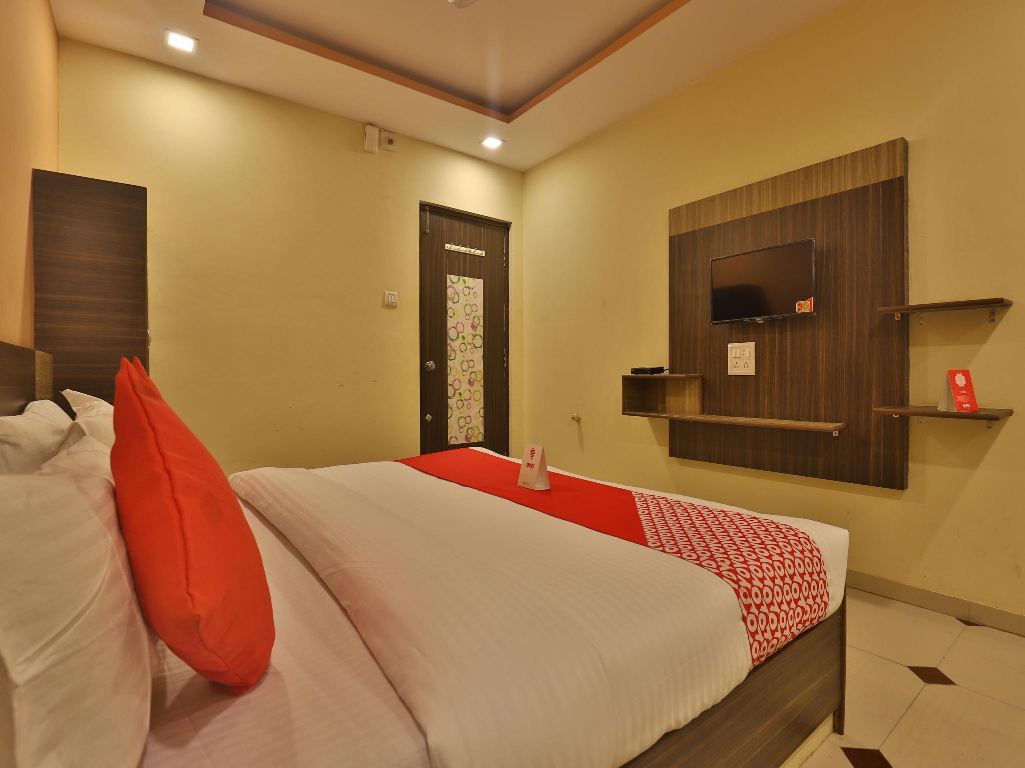 OYO 11867 Hotel Nilkanth Inn