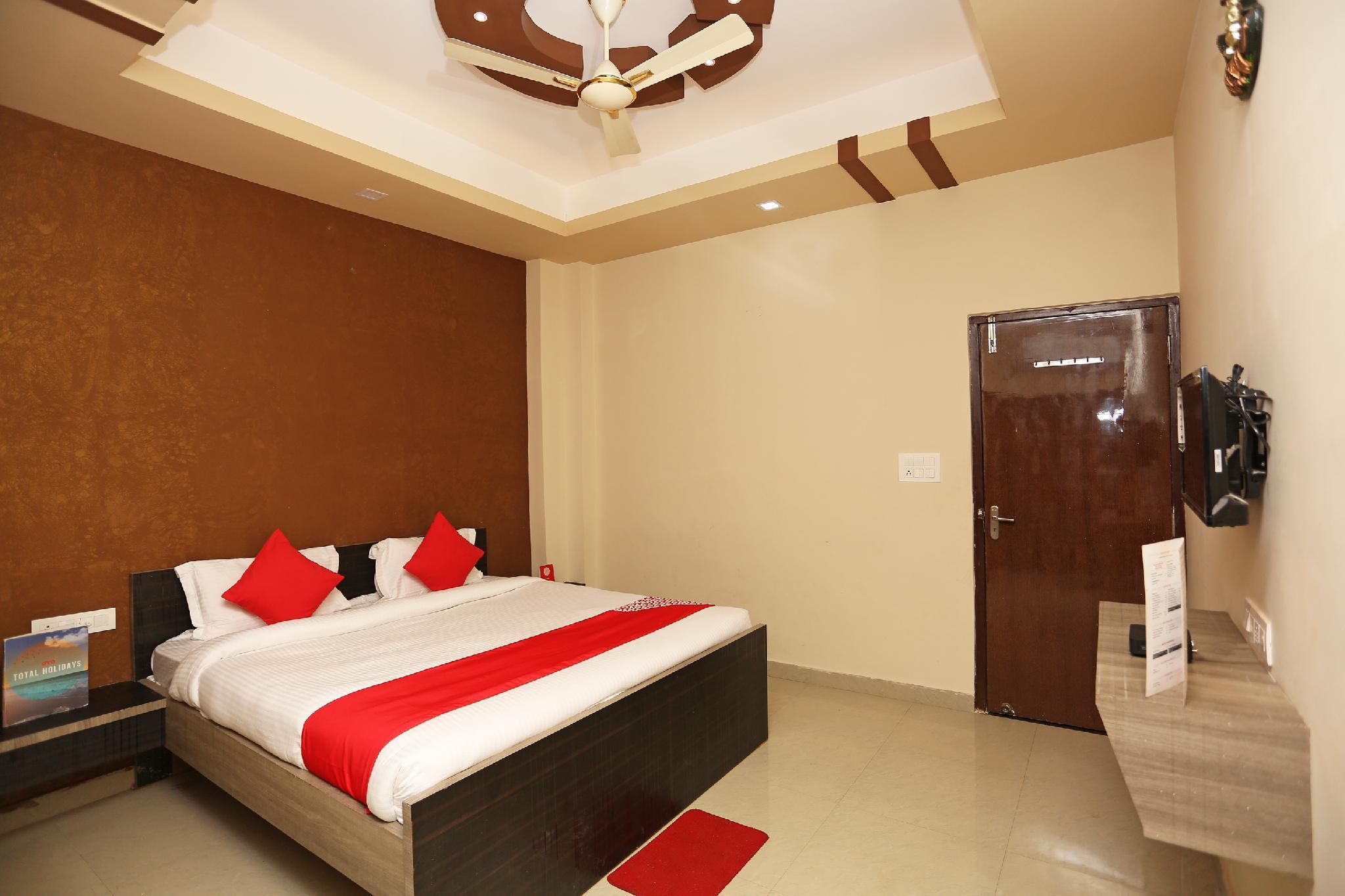 OYO 23218 Hotel Laxmi Vridhi