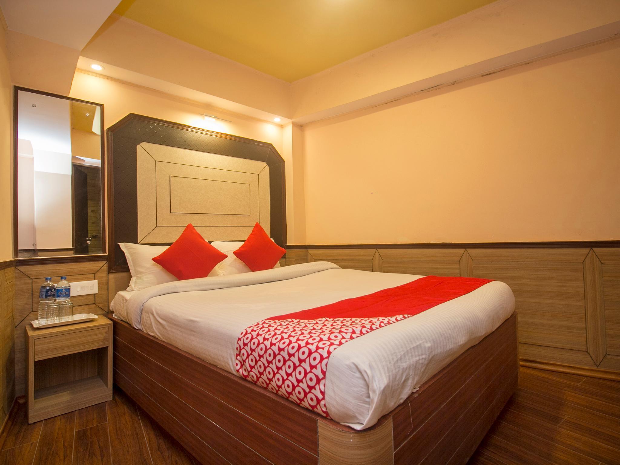 OYO 22296 New Amber Hotel