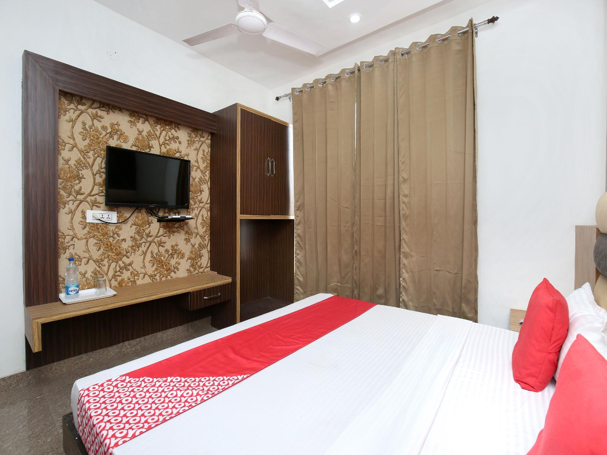 OYO 15863 Hotel Royal Vij