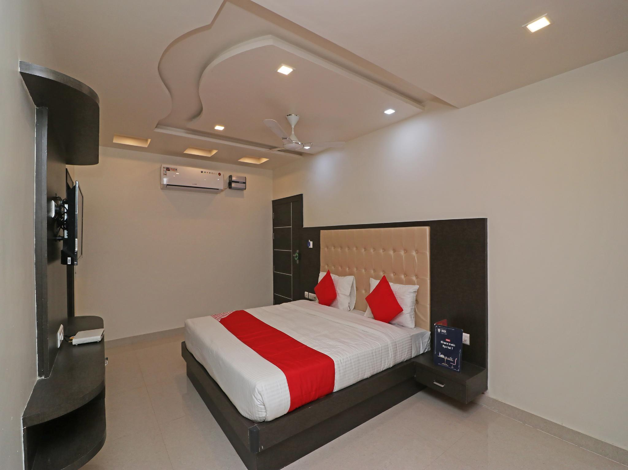 OYO 22979 Saffron Hotel