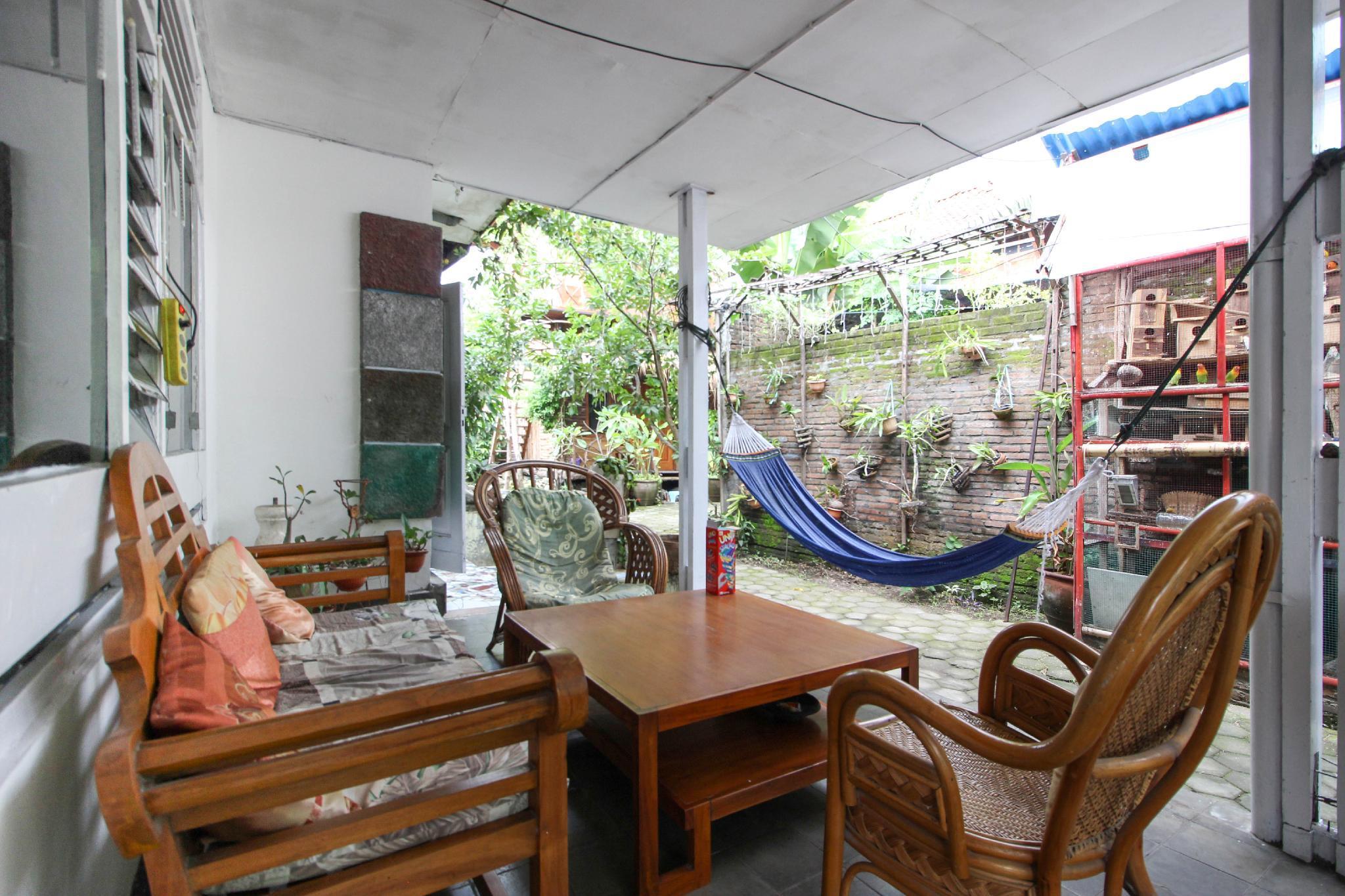 RedDoorz Near Rumah Sakit Wirosaban