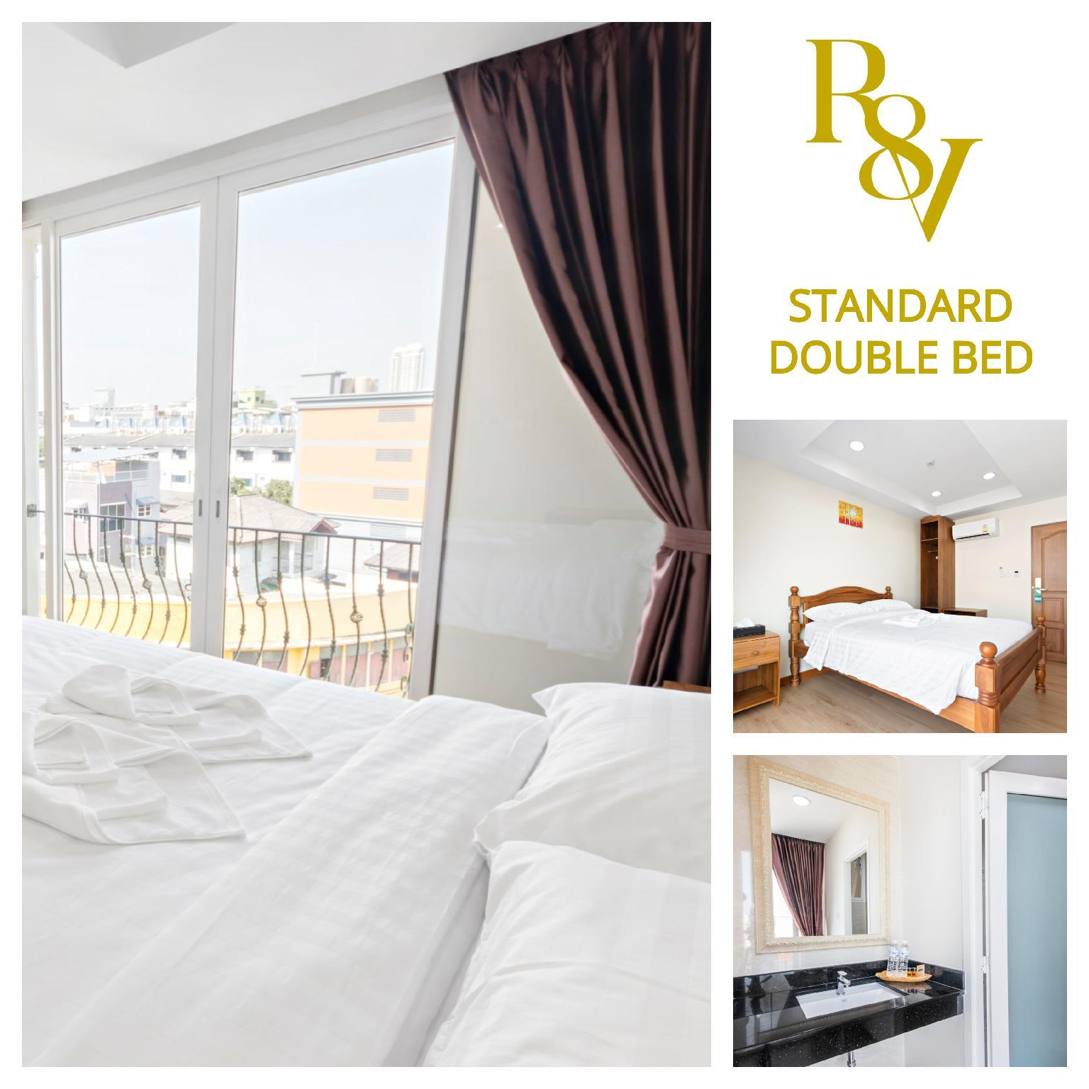 Standard Double Bed  SDB  Royale 8 Ville