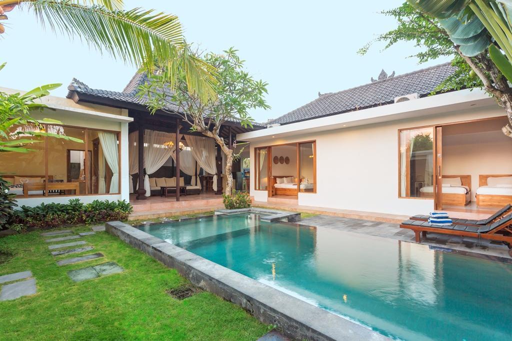 Family Three Bedroom Pool Villa Anyar
