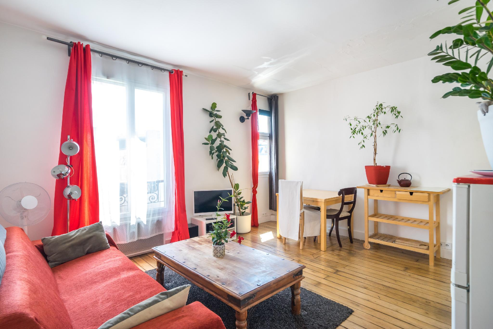 Calm and sunny apartment in Paris Central