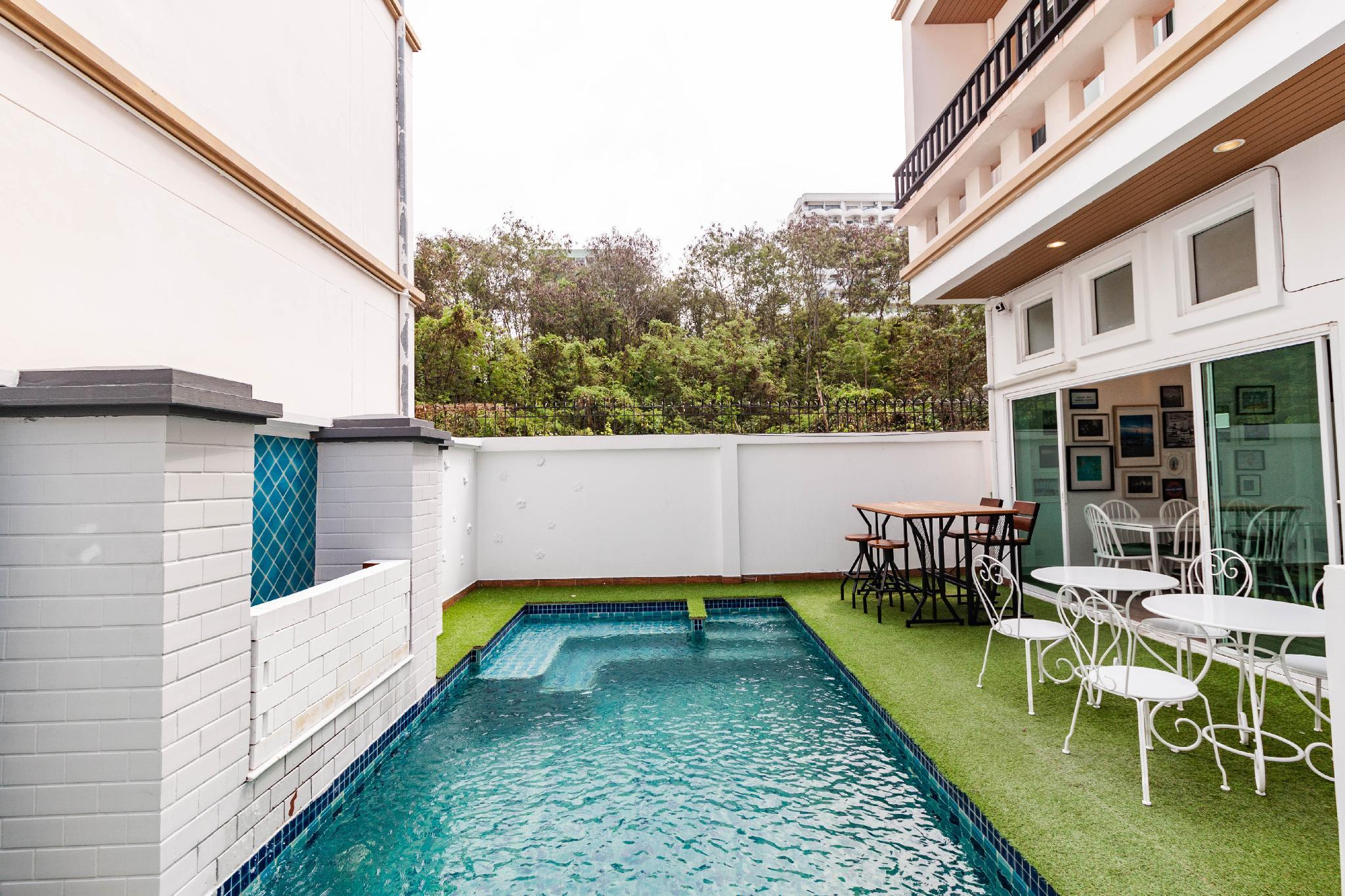 4 Bedrooms Pool Villa 2 KM Walking Street
