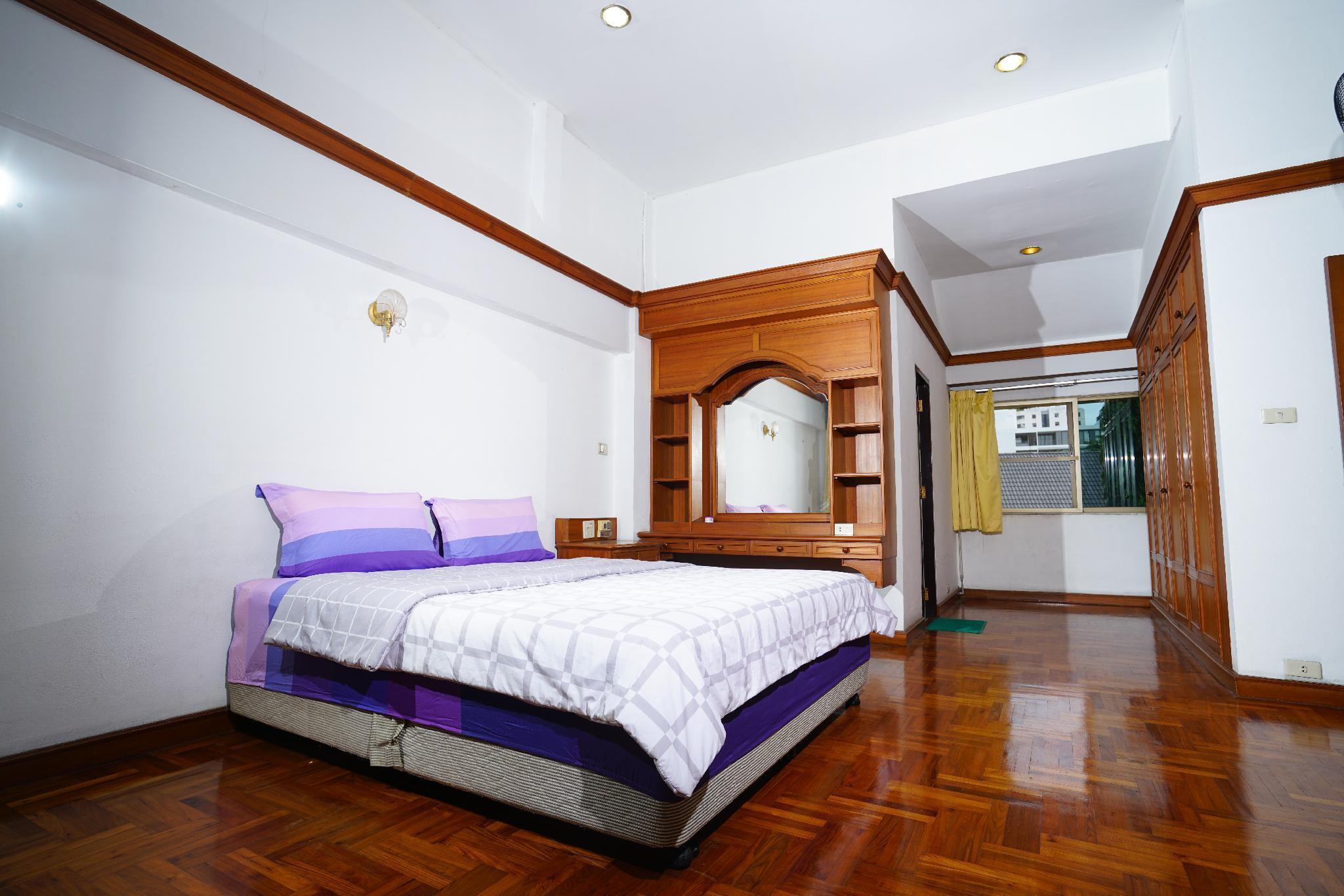 Bangkok Pool Villa Hostel Room Share Bathroom