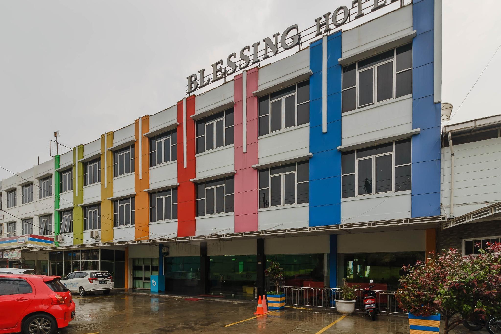 RedDoorz Plus @ Blessing Hotel Palembang