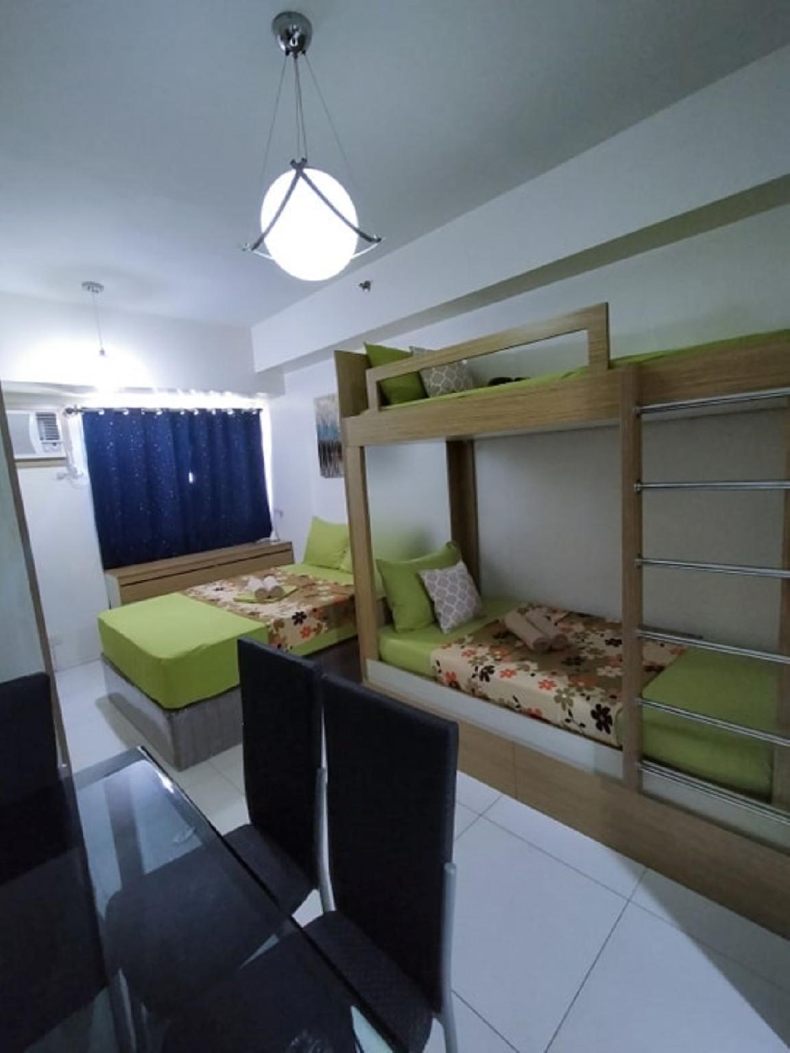 Green 1 Bedroom Condo in Metro Manila W/Netflix
