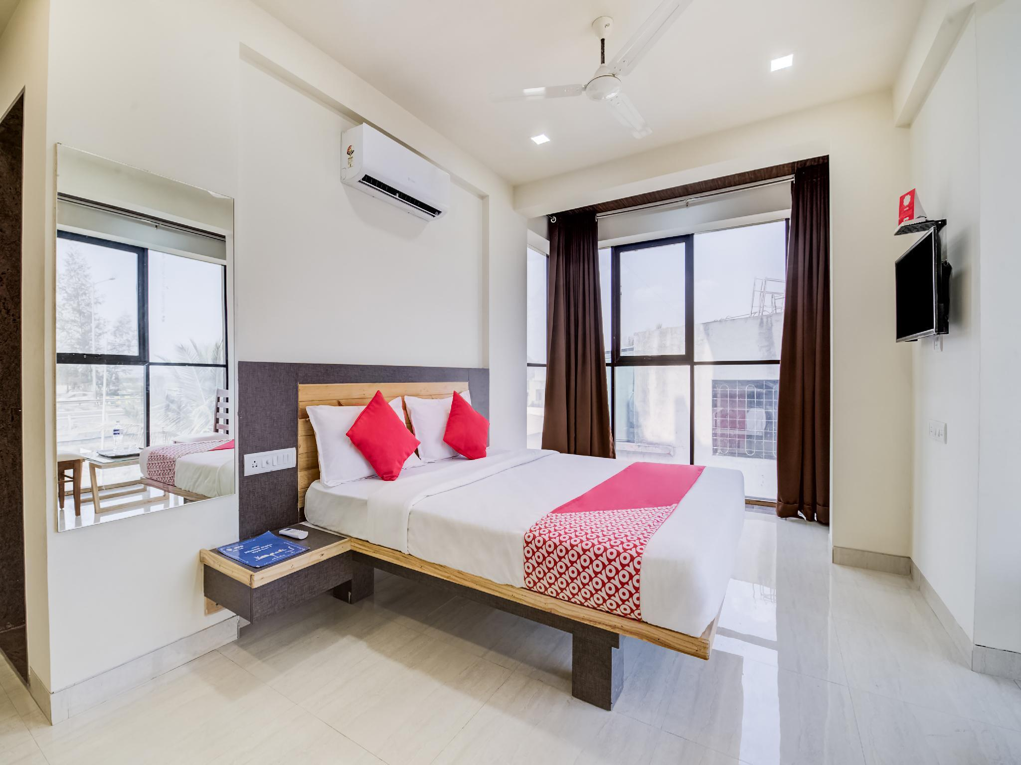 OYO 28164 Hotel Shubham Inn