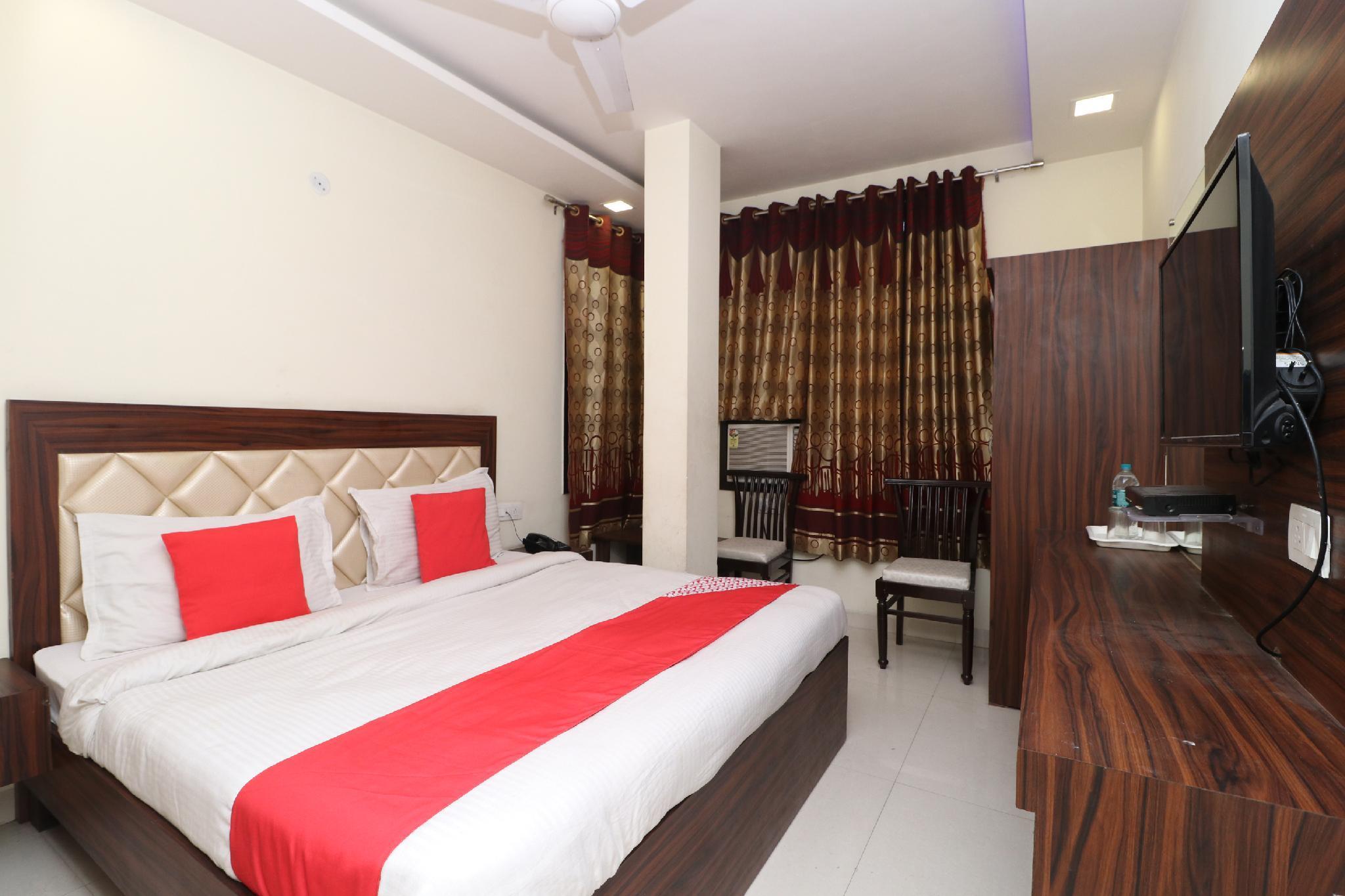 OYO 28646 Hotel Golden Heart