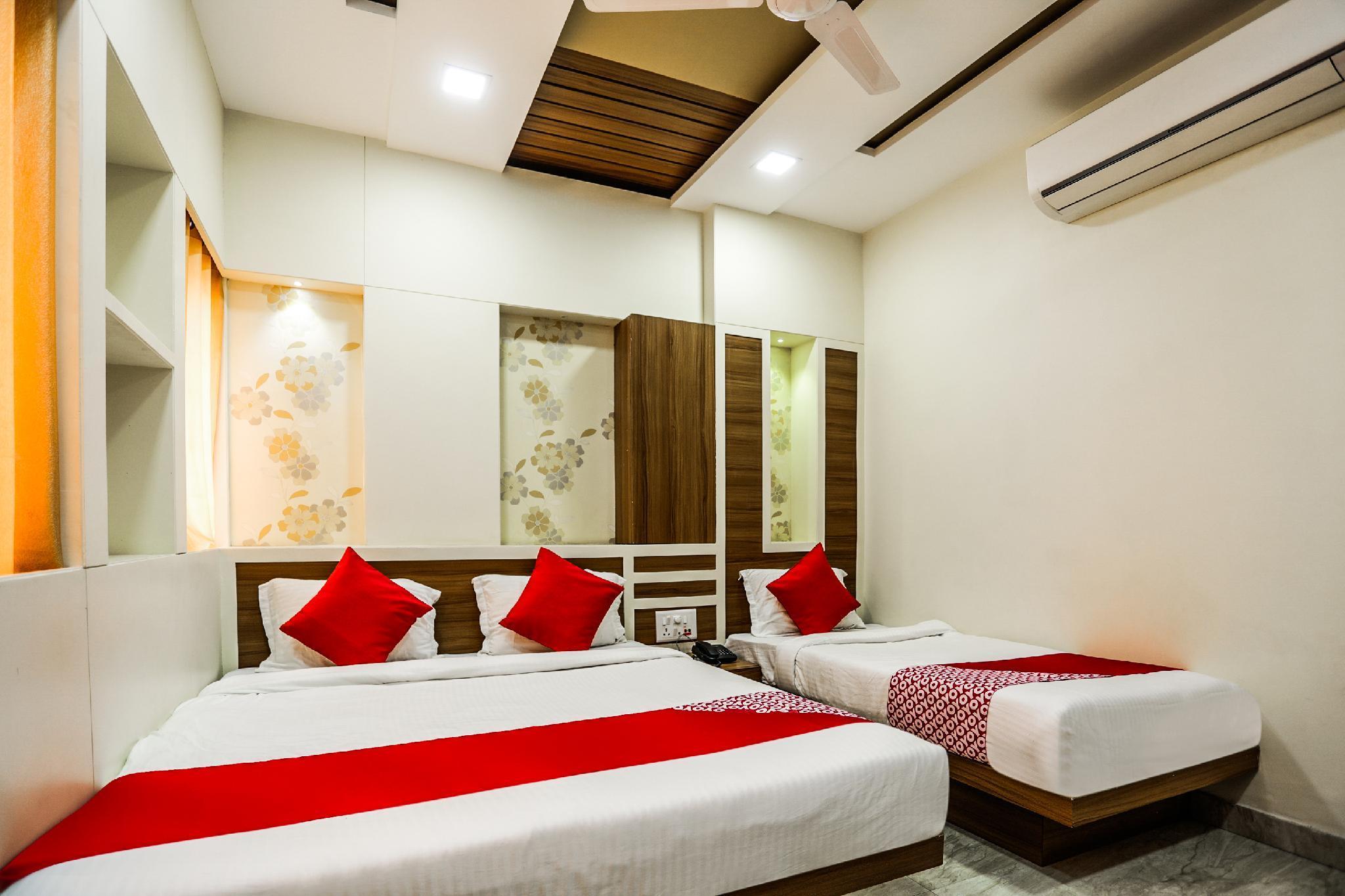 OYO 16163 Hotel Shri Hari