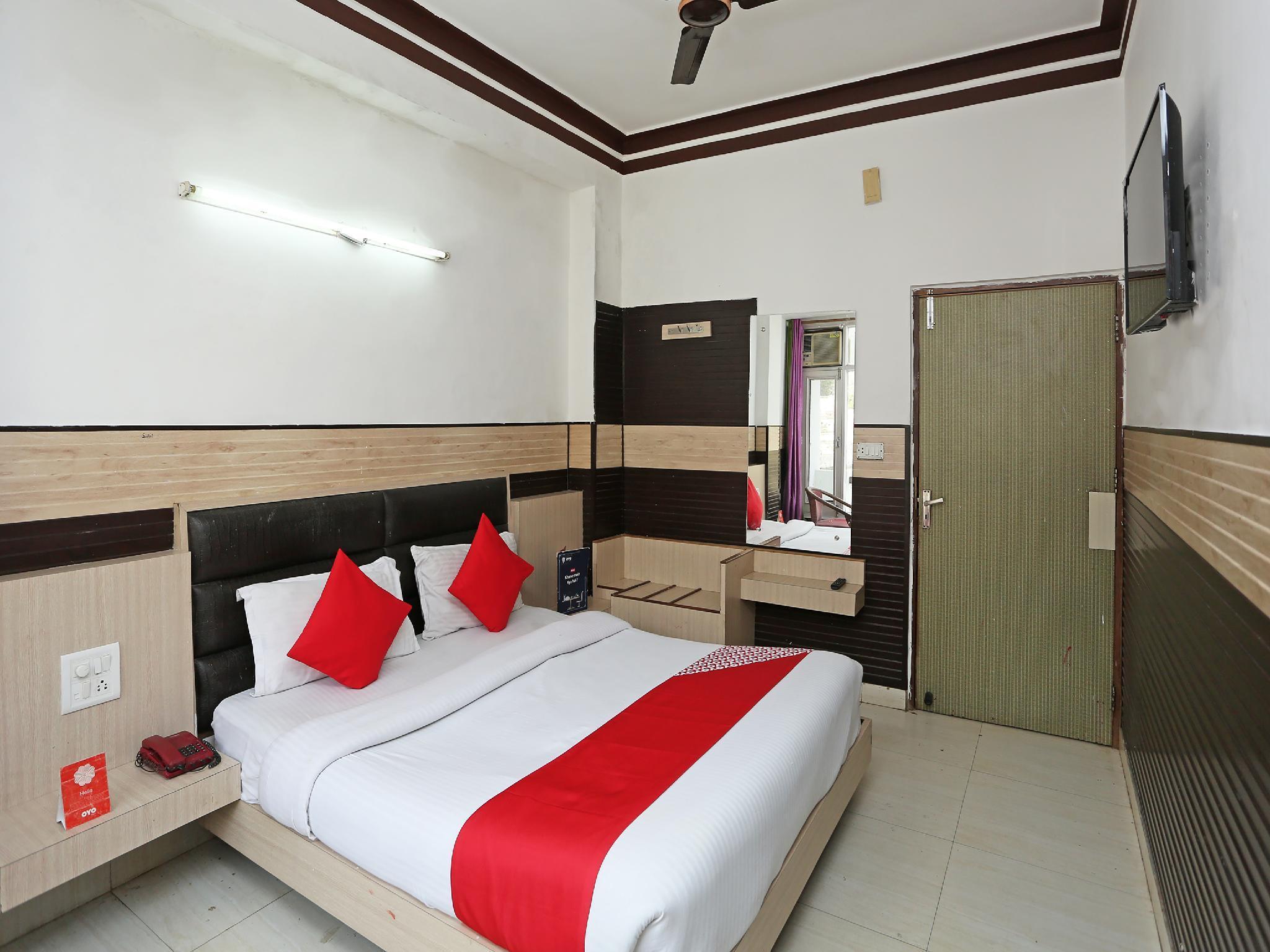 OYO 28445 Hotel Bhavini