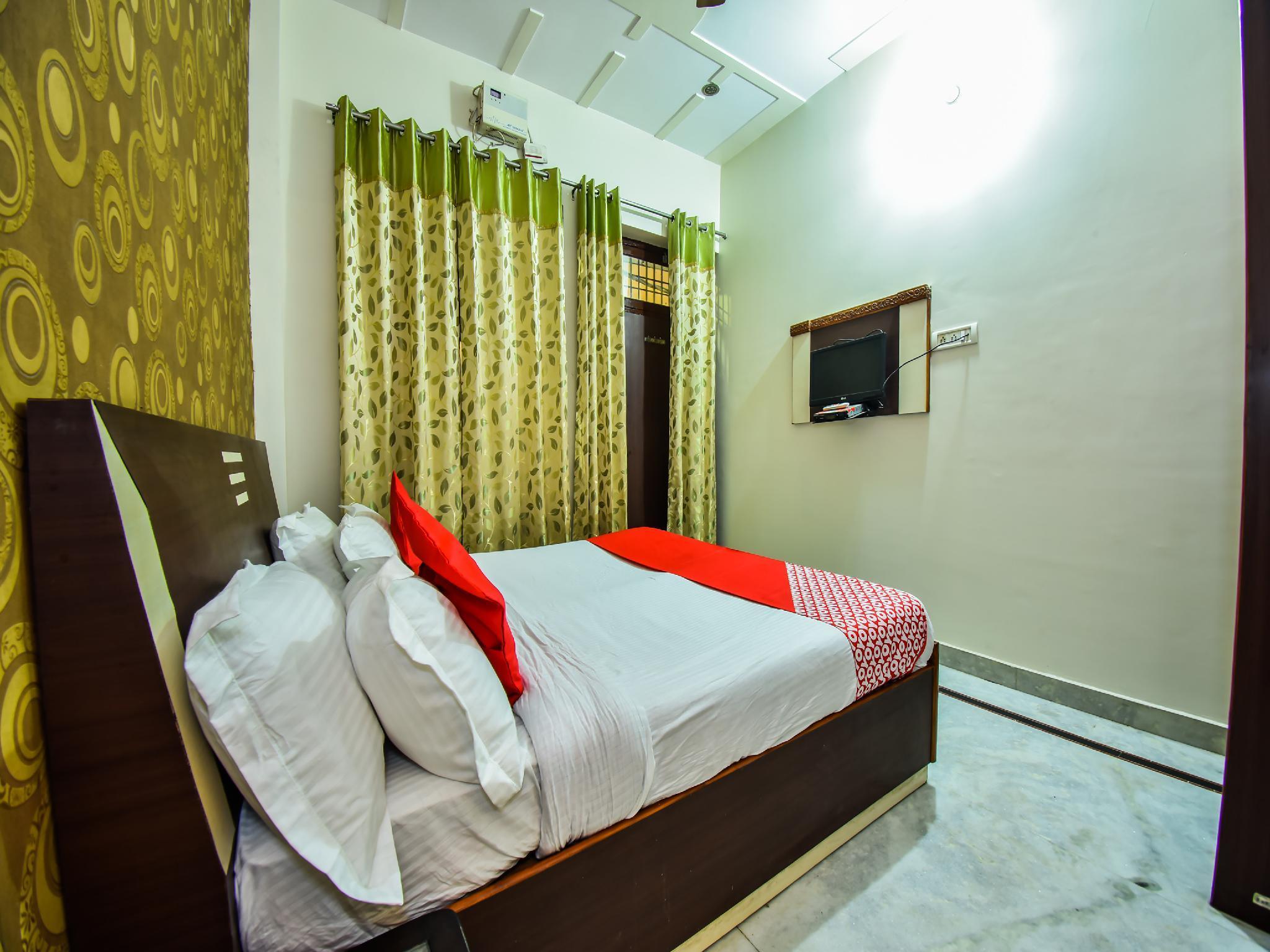 OYO 27028 Hotel Sai Palace