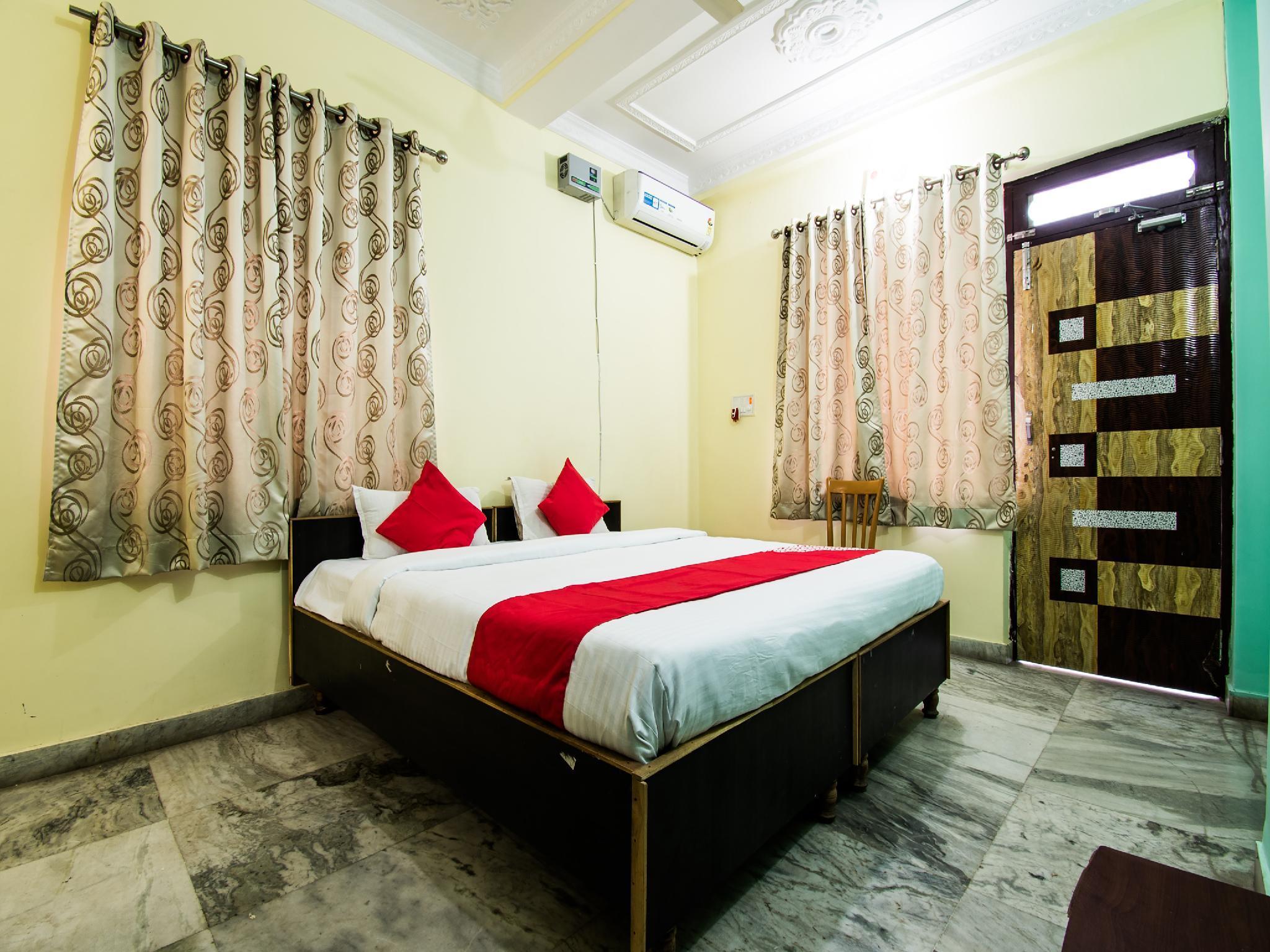OYO 24087 Viraj Hotel