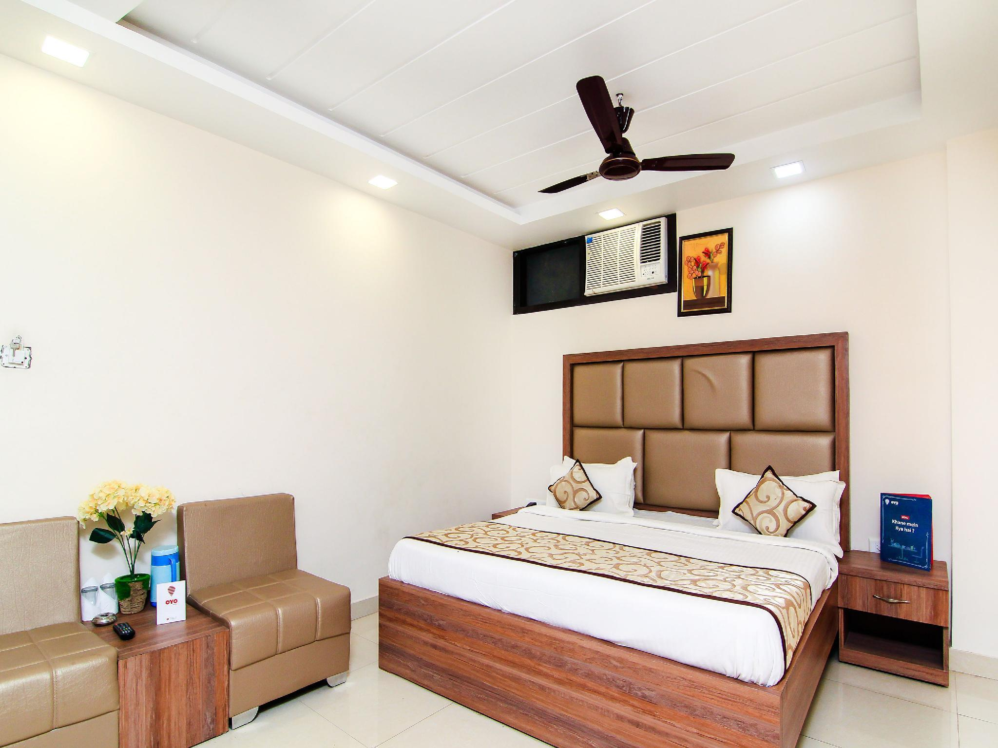 OYO 13932 Hotel Pushpanjali