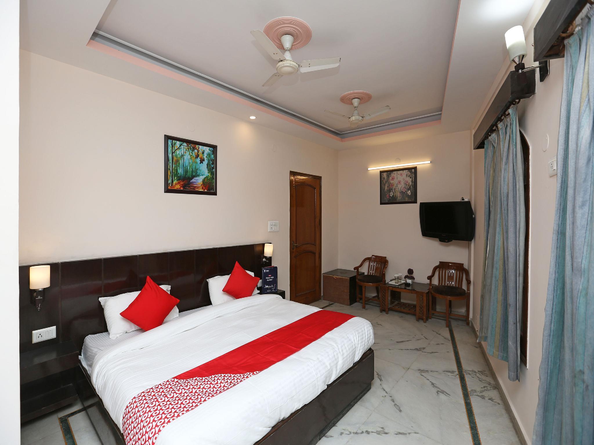 OYO 14390 Hotel Samrat