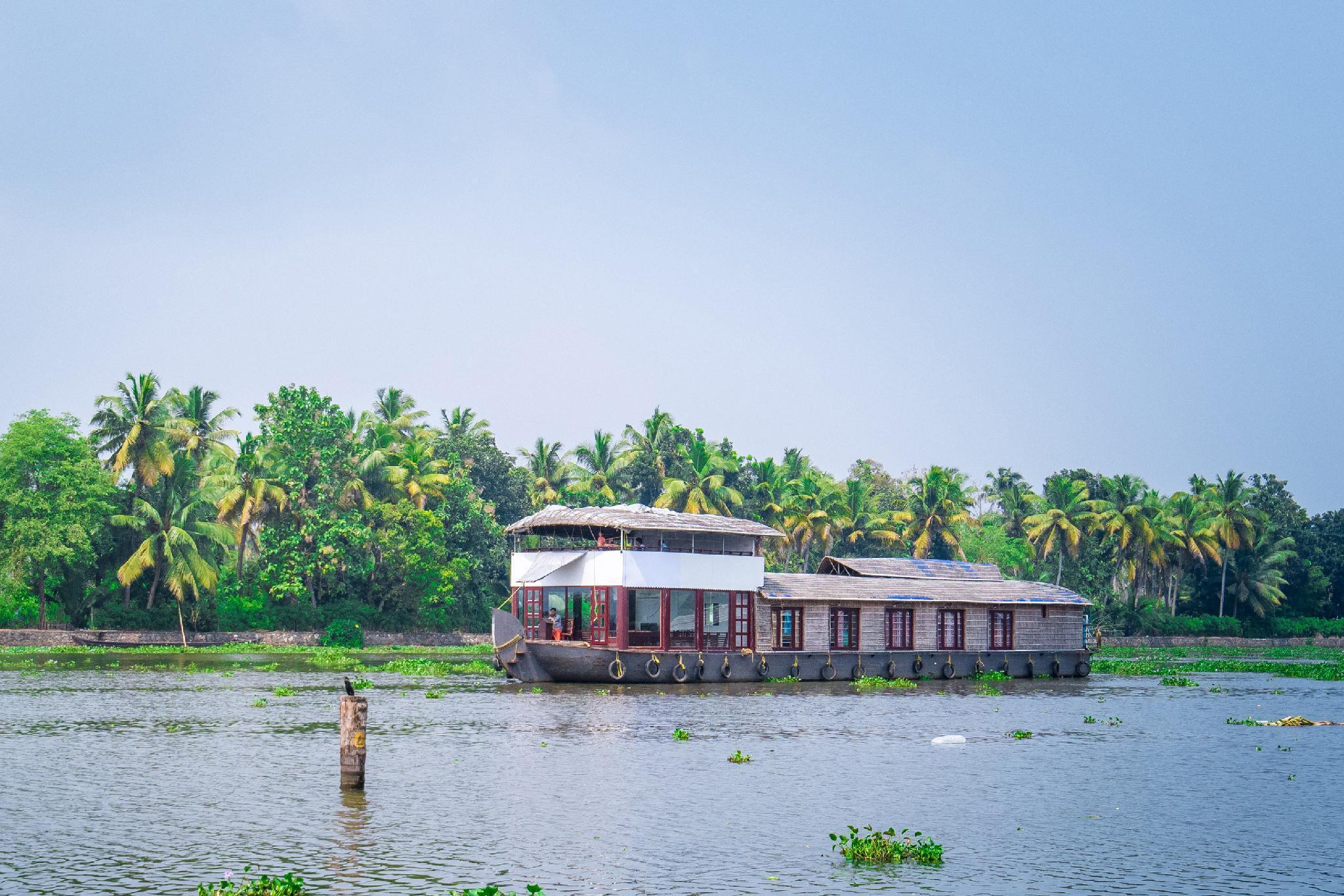 OYO 23048 Houseboat Sharing Ganga Deluxe
