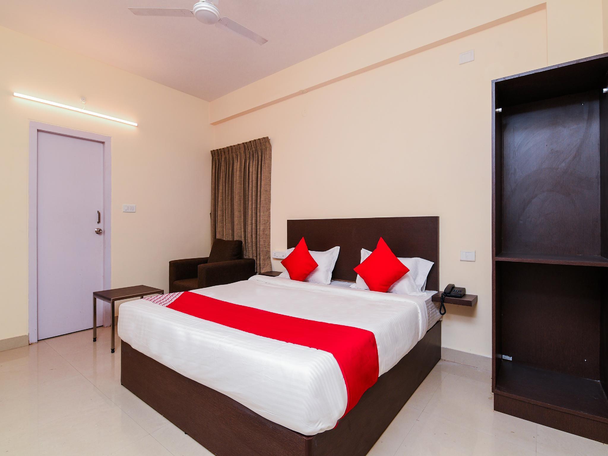 OYO 22782 Akshara Suites