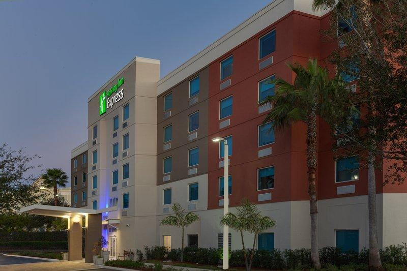 Holiday Inn Express Hotel And Suites Fort Lauderdale Airport Cruise Port