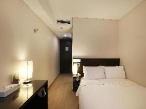 ドロス ホテル (Doulos Hotel)