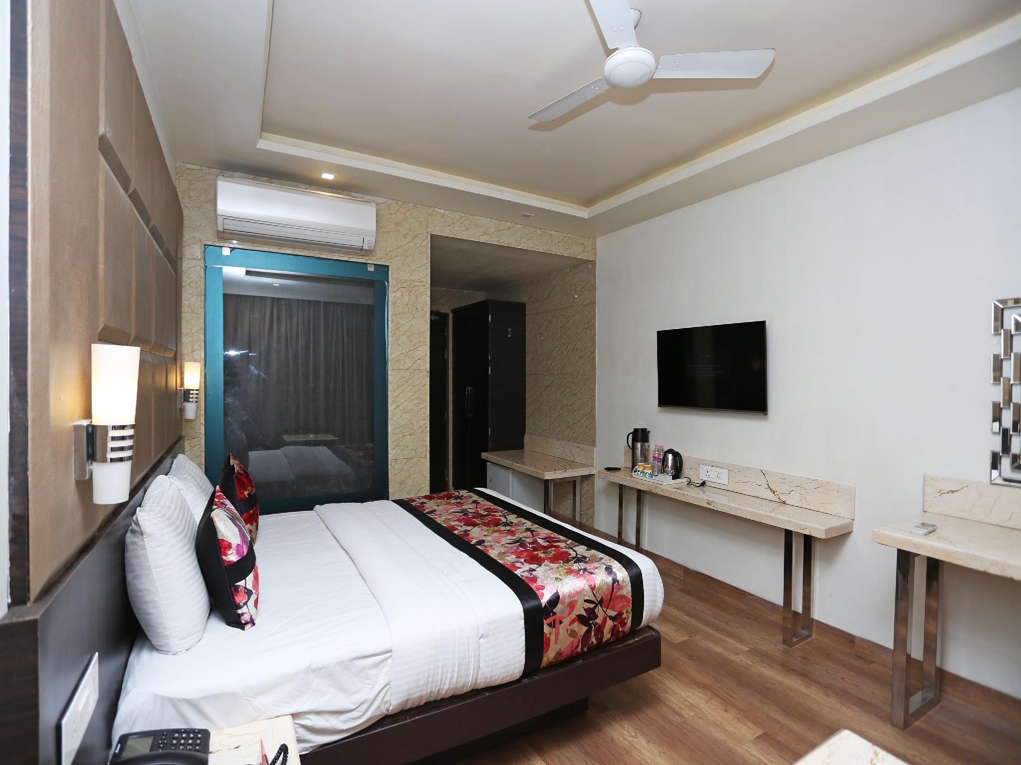 Capital O 12172 Hotel Deep Premium