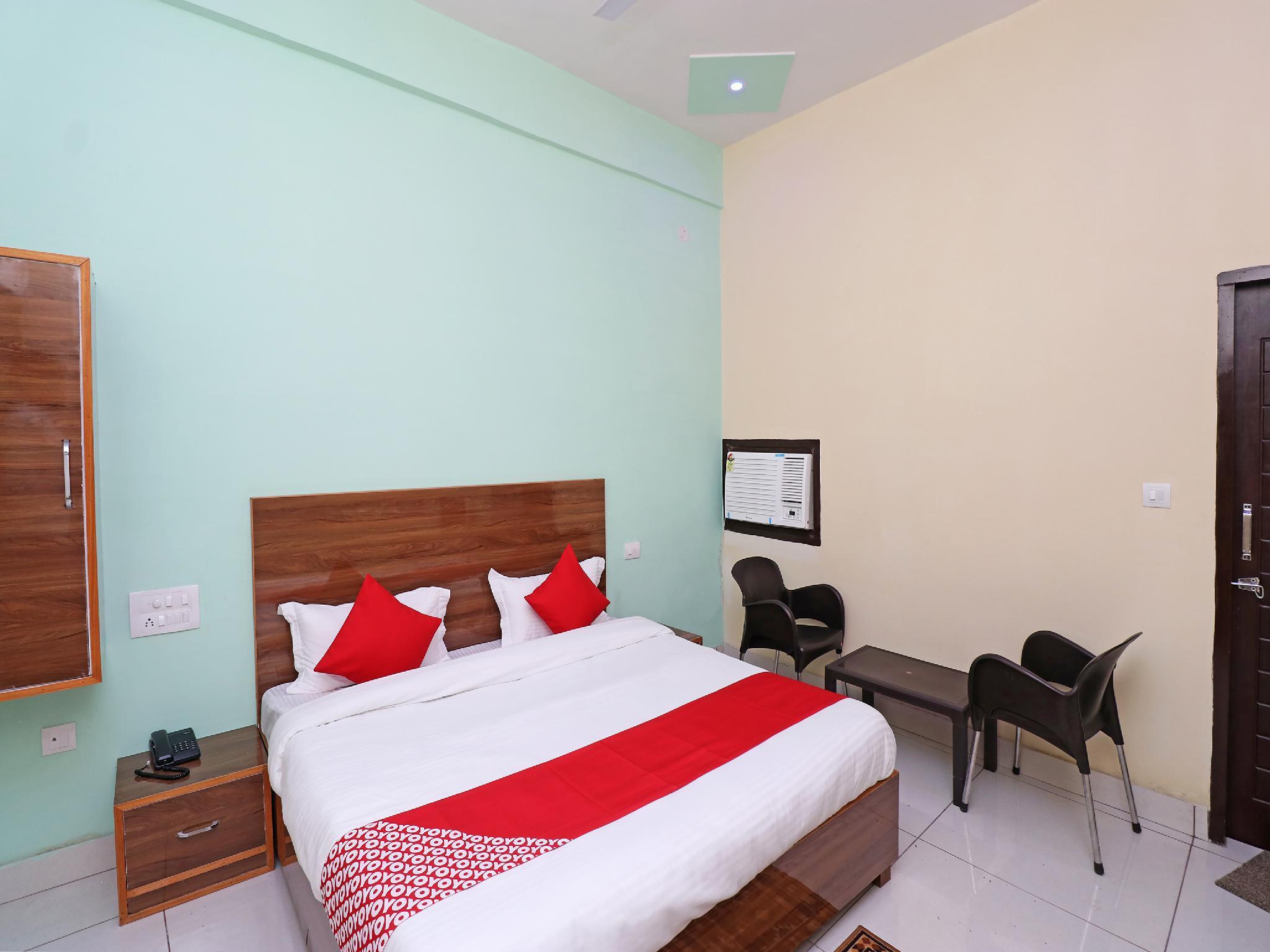 OYO 29006 Hotel Almond Leaf