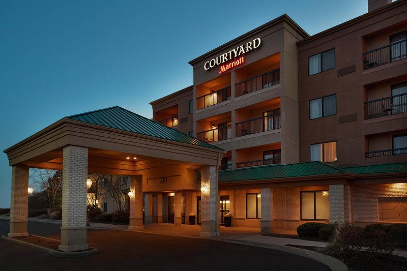 Courtyard Chicago St. Charles