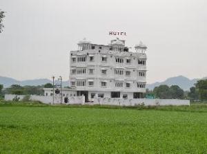 Hotel J M D Palace
